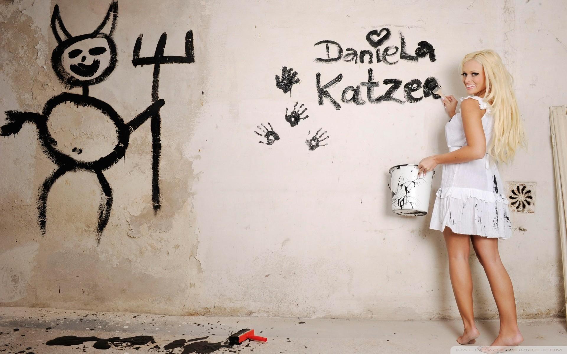 Картинки в контакт на стену девушки прикольные