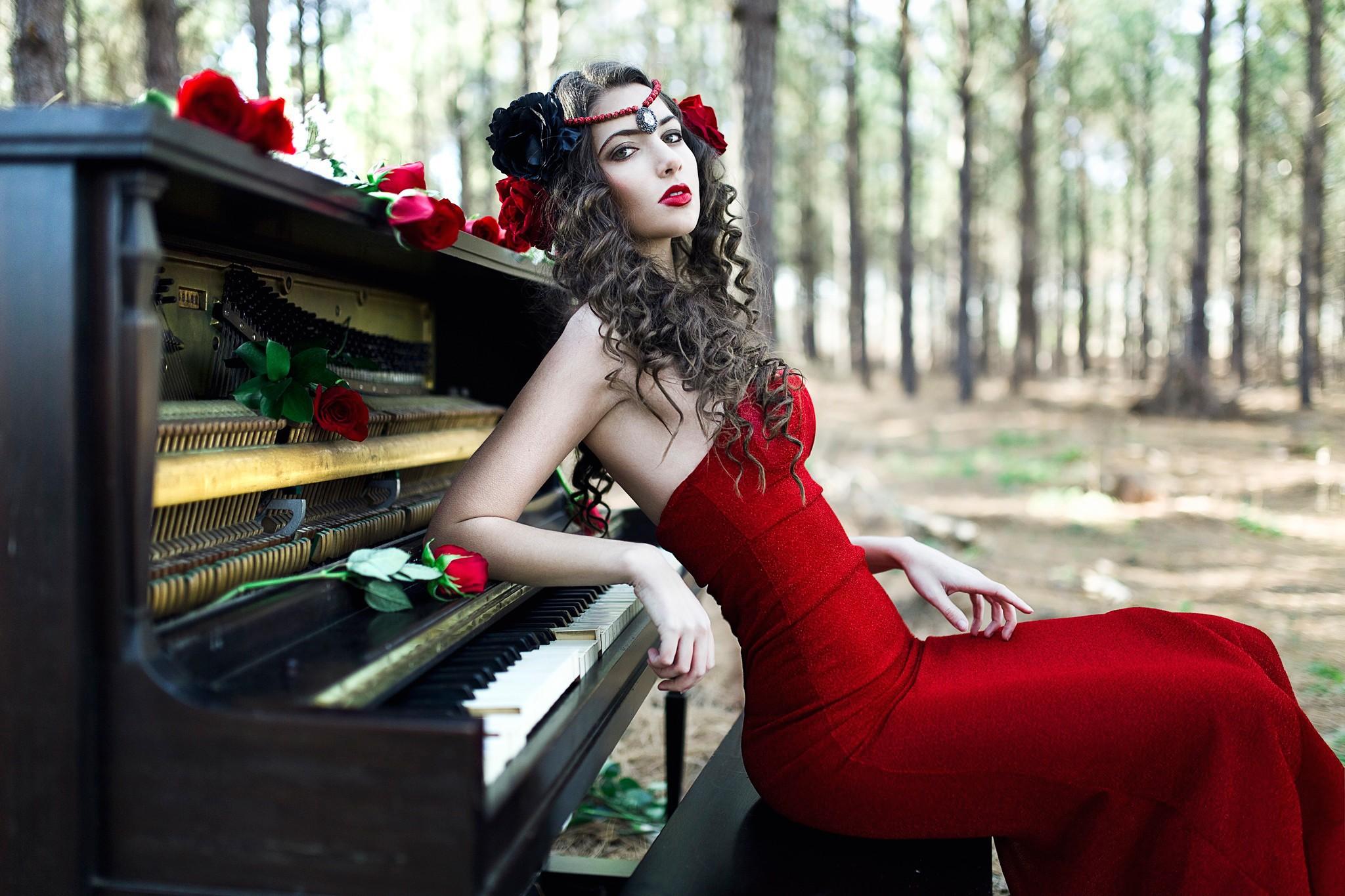 Девушка в красном платье слова из песни