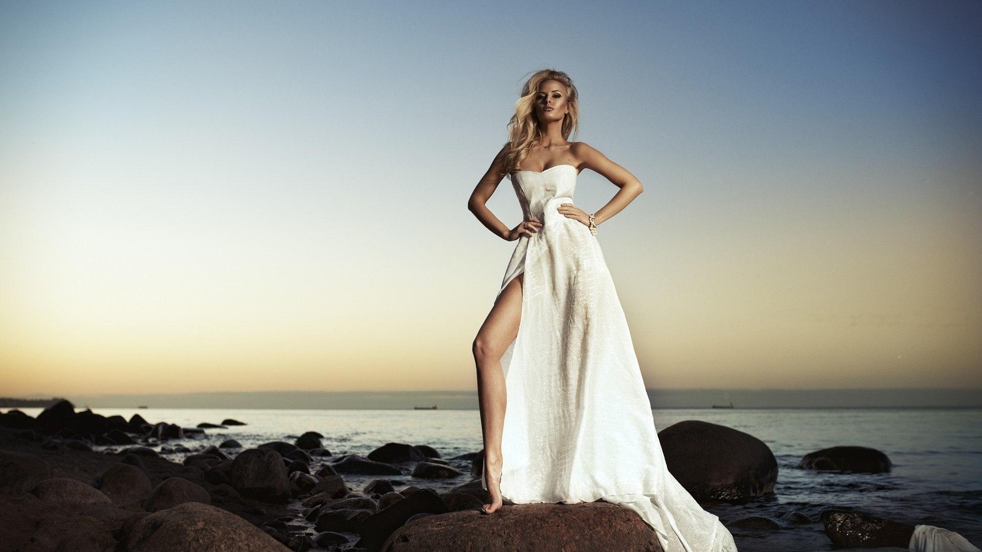 Эротика в длинном платье 21 фотография