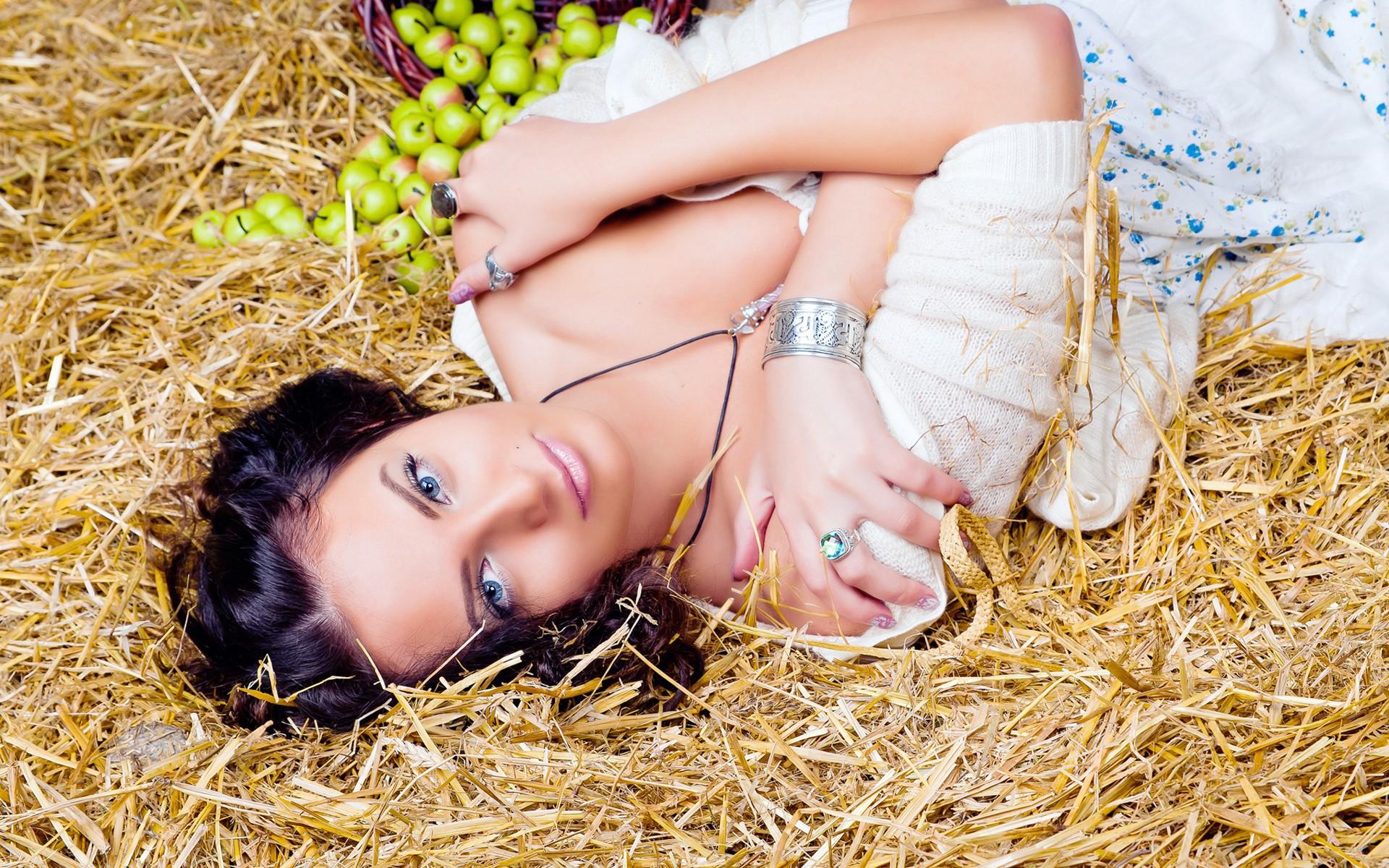 свежая фото лежать на соломе скагене сделали снимки