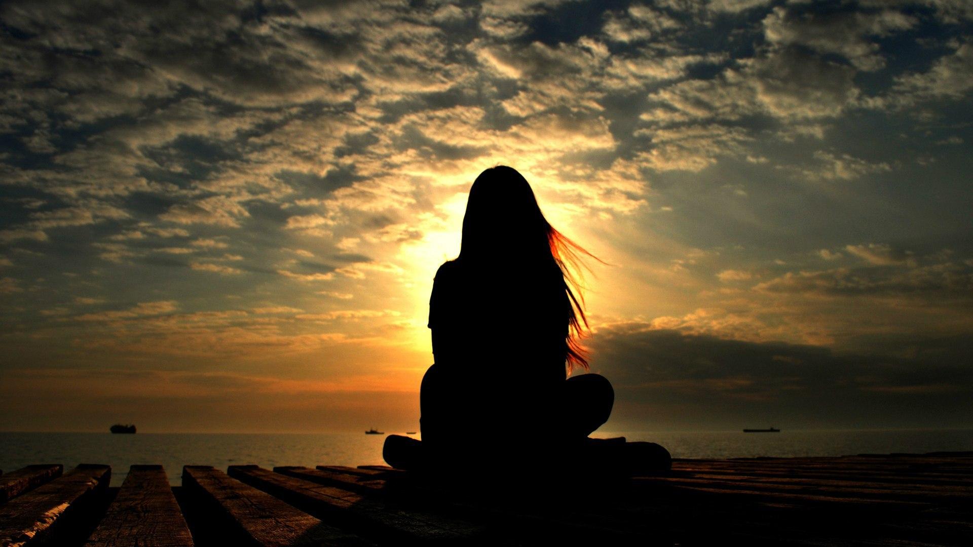 Фото девушек со спины на фоне океана 21 фотография