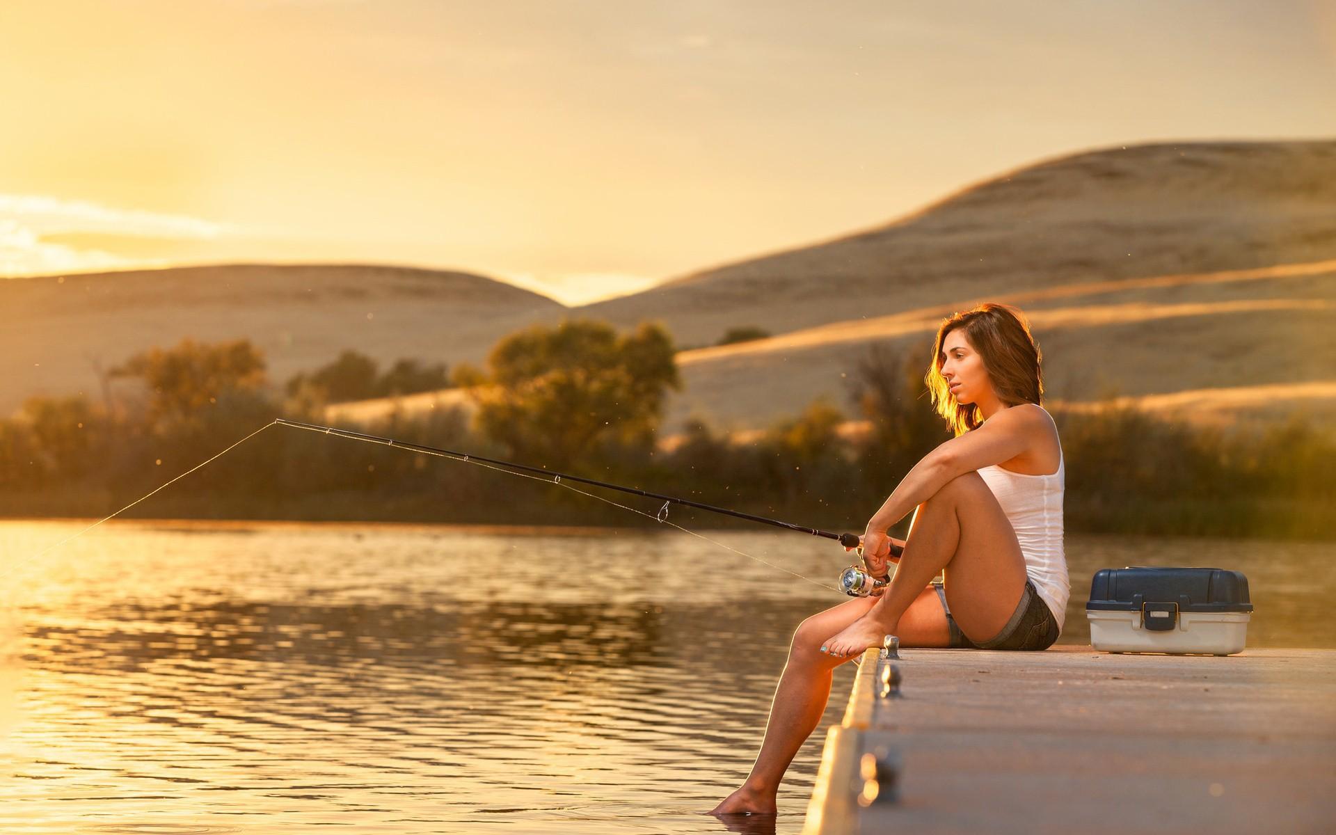 Приколы про рыбалку фото с девушками
