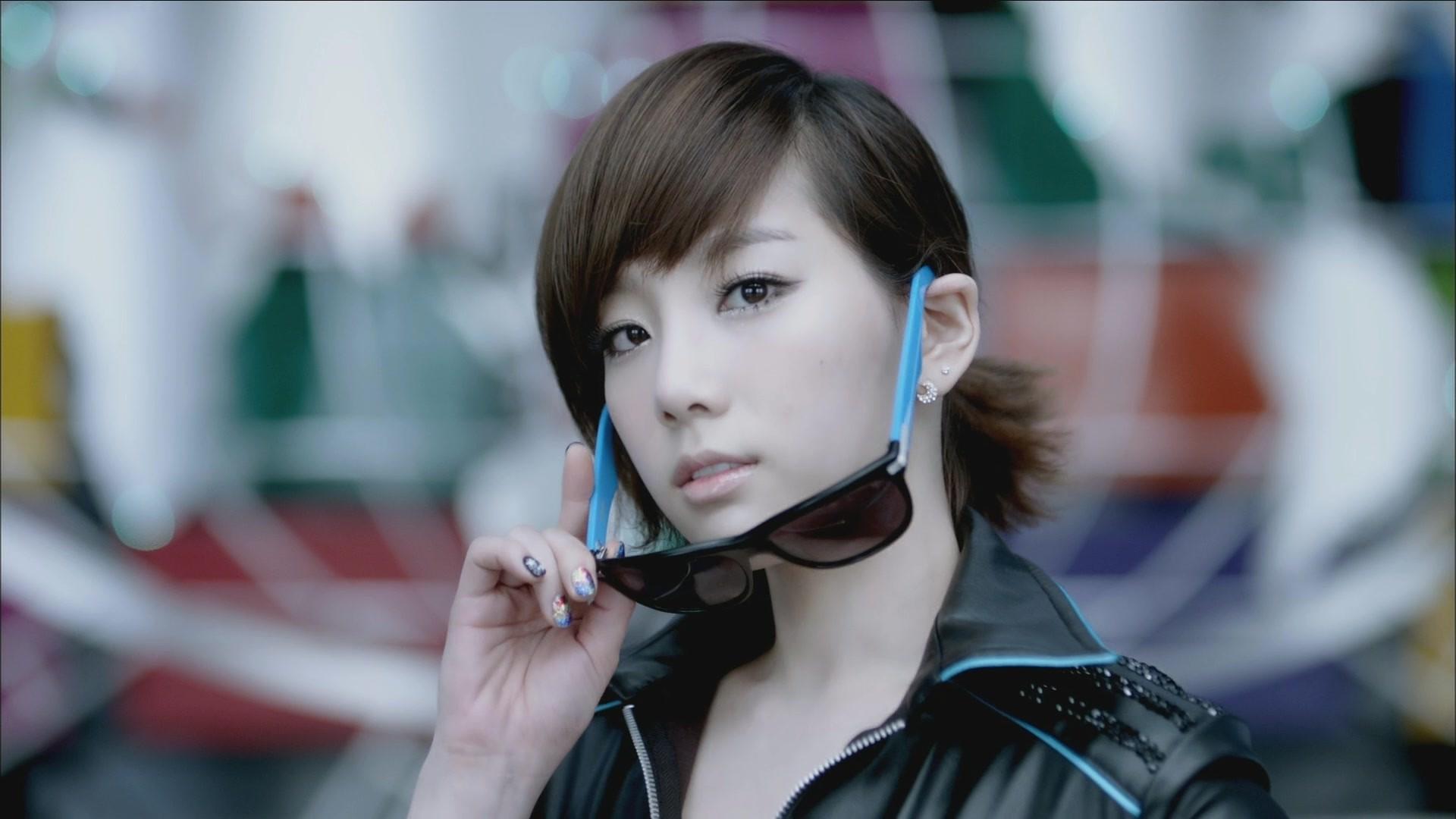 http://www.zastavki.com/pictures/originals/2015/Girls_Korean_girl_model_in_glasses_094968_.jpg