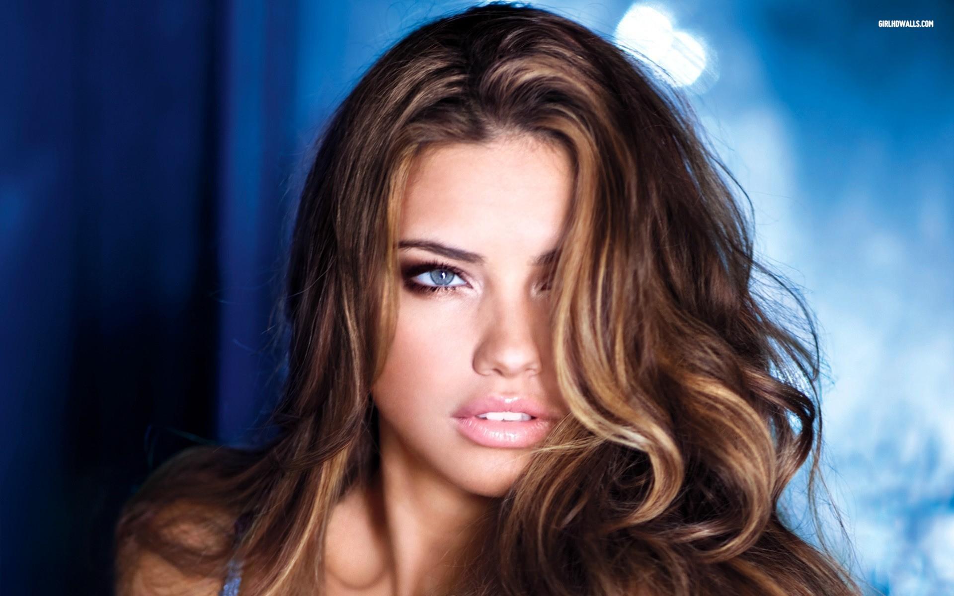Lobisomem (Universidade dos Lobos) - Página 3 Girls_Model_Adriana_Lima_with_blue_eyes_101644_