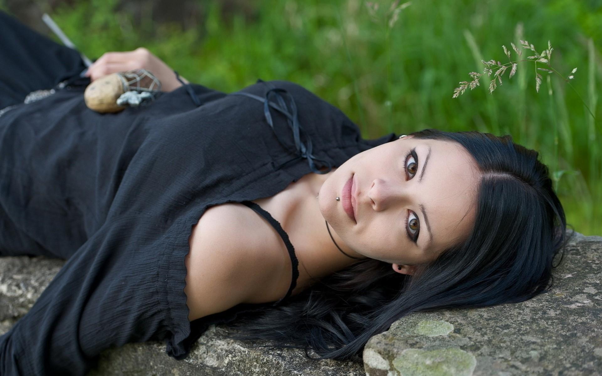ebony-rock-girl