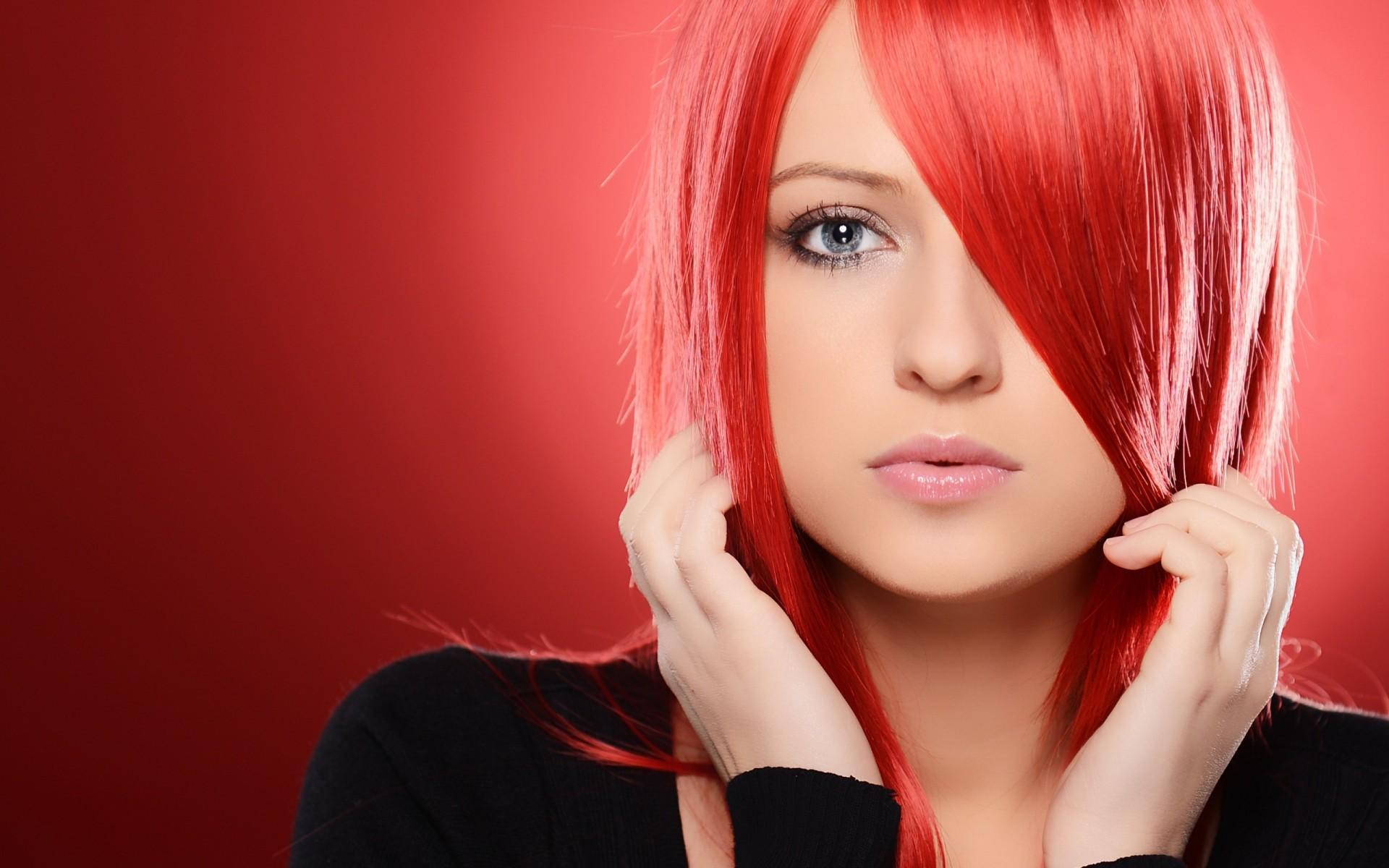 красивые красноволосые девушки почувствовала