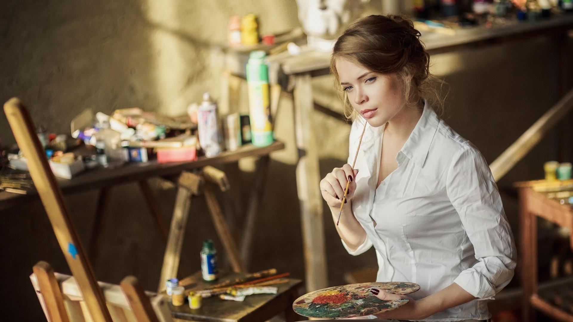 Фото девушек художников