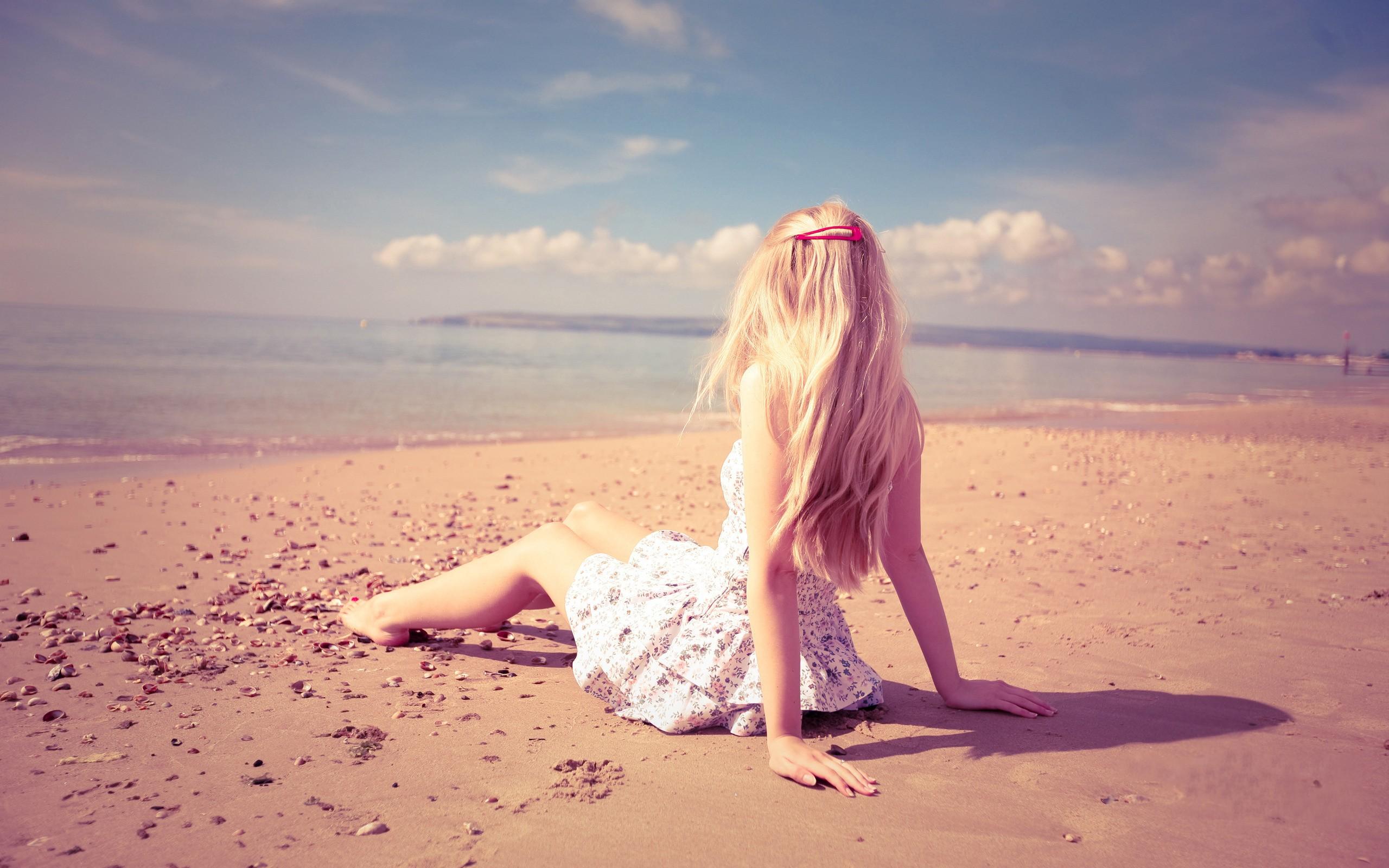 Стройная блондинка на пляжу онлайн 21 фотография