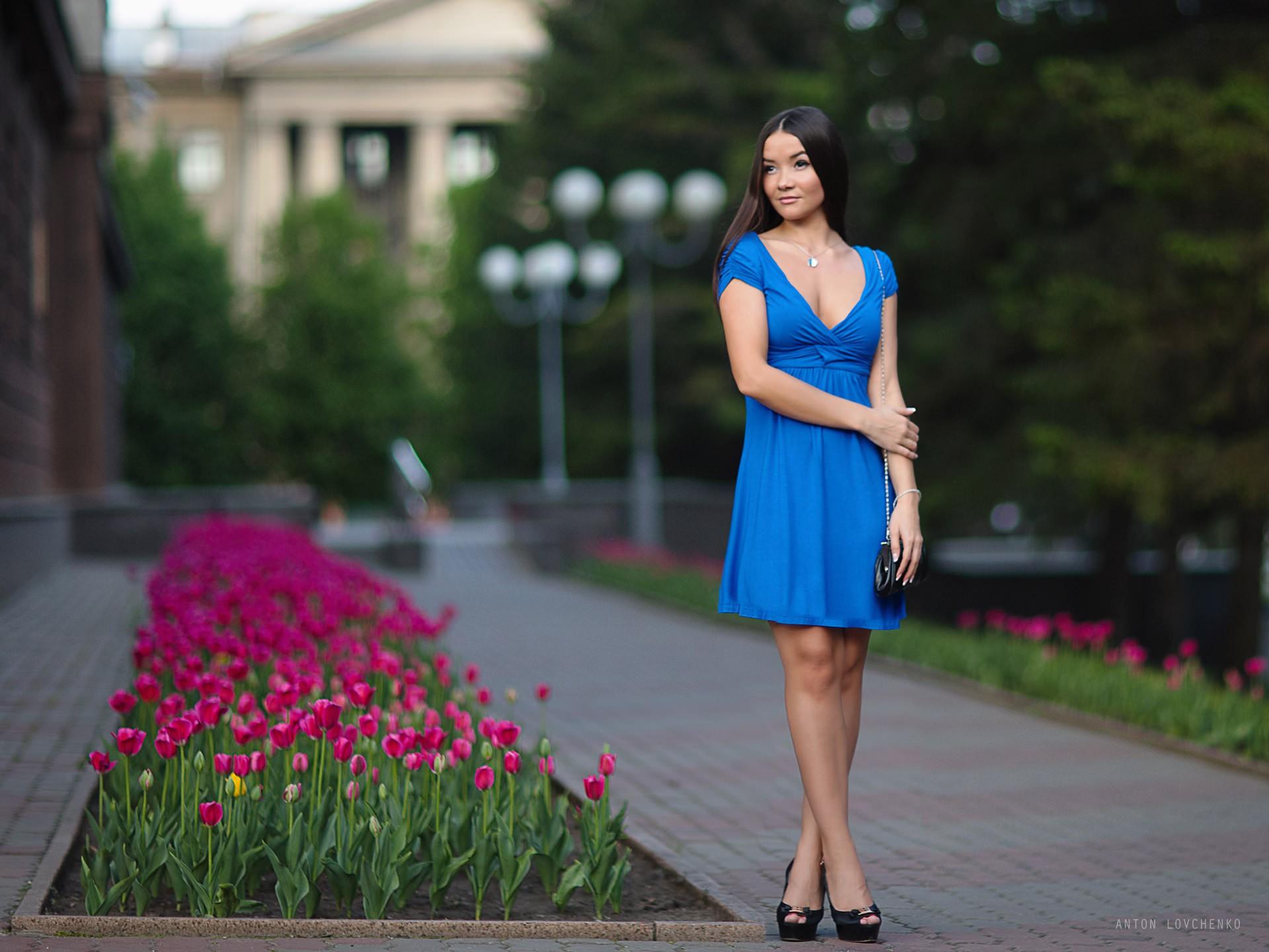 фото девушек в голубом платье музыку погромче