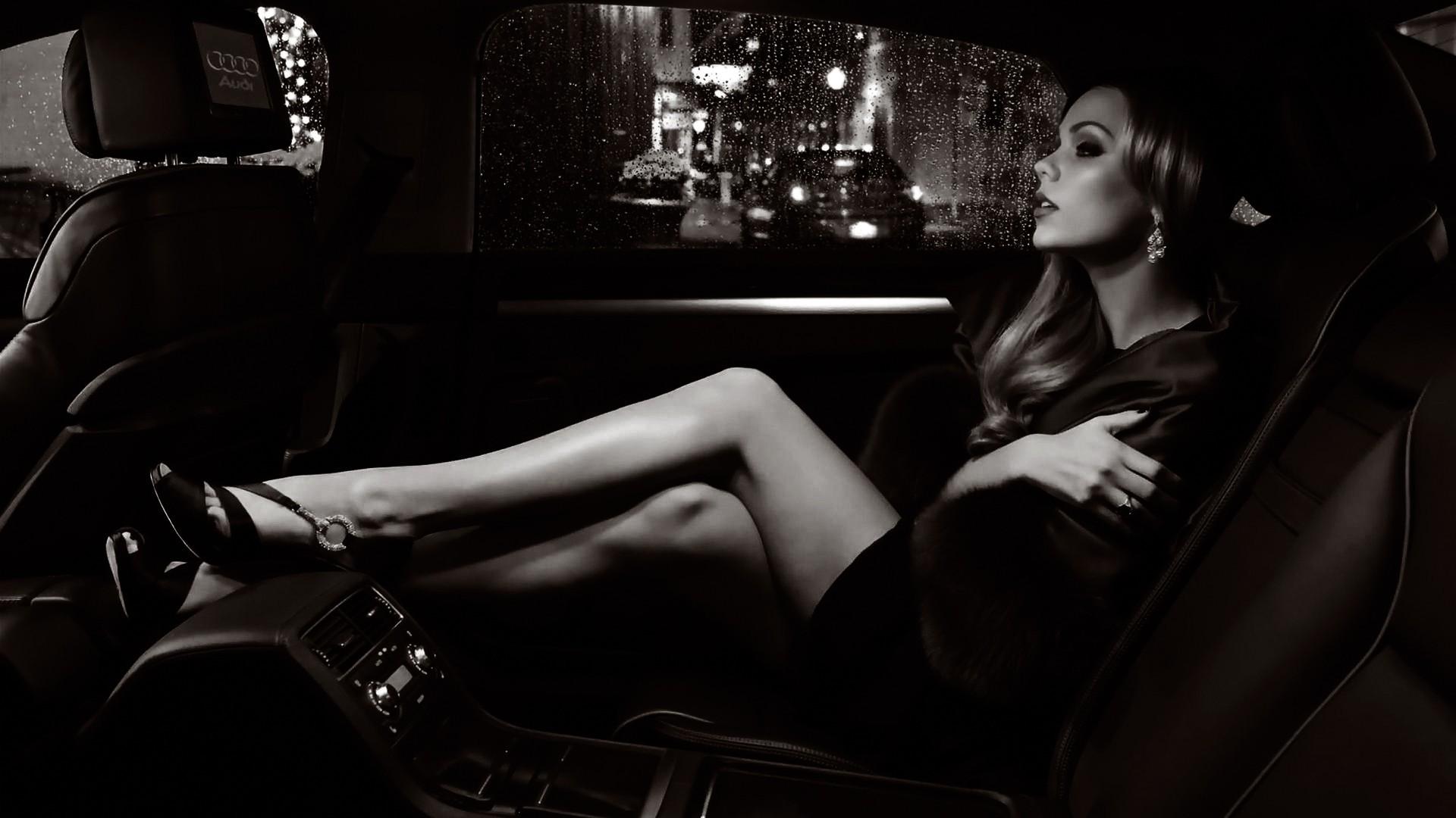 девушка на заднем сиденье