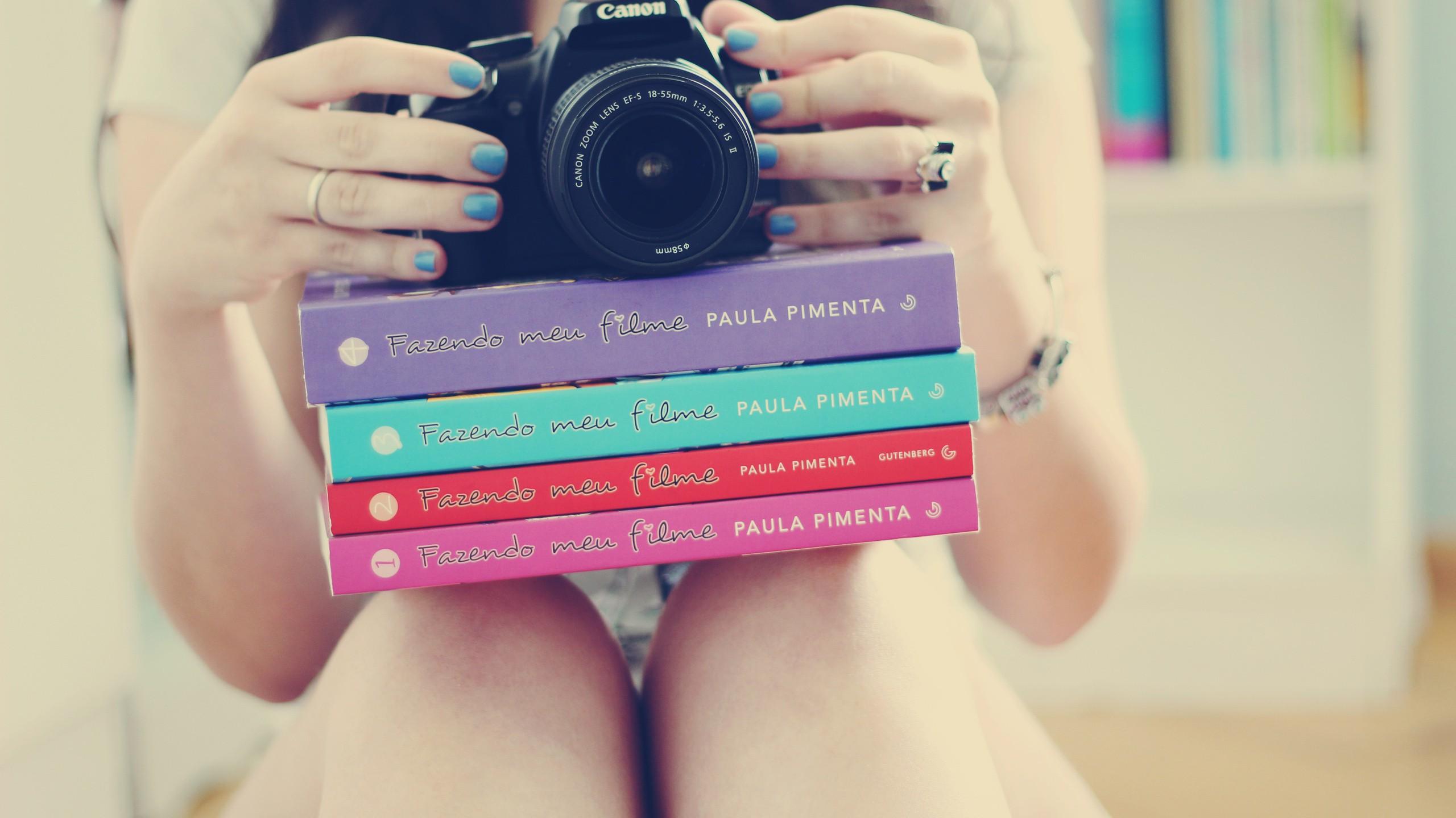 4 фото 1 слово ответы девушка с книгой