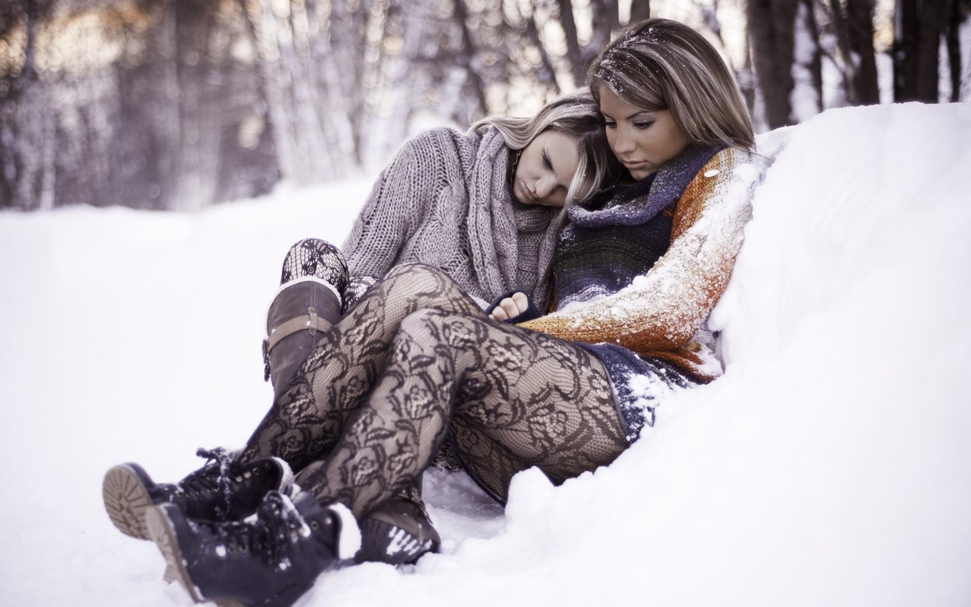картинки с красивыми сидящими на снегу новогодний фототур