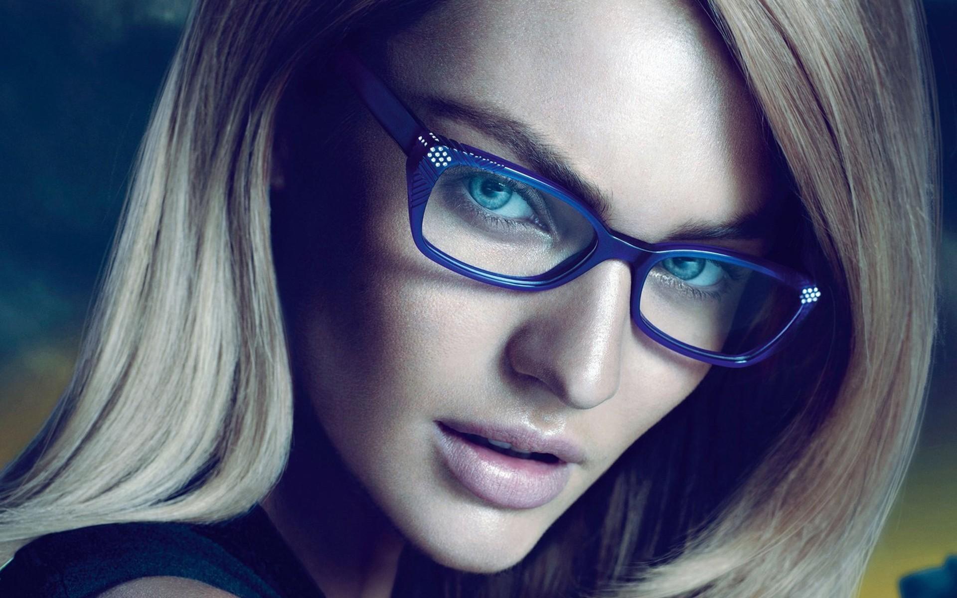 Женщина в очках 26 фотография