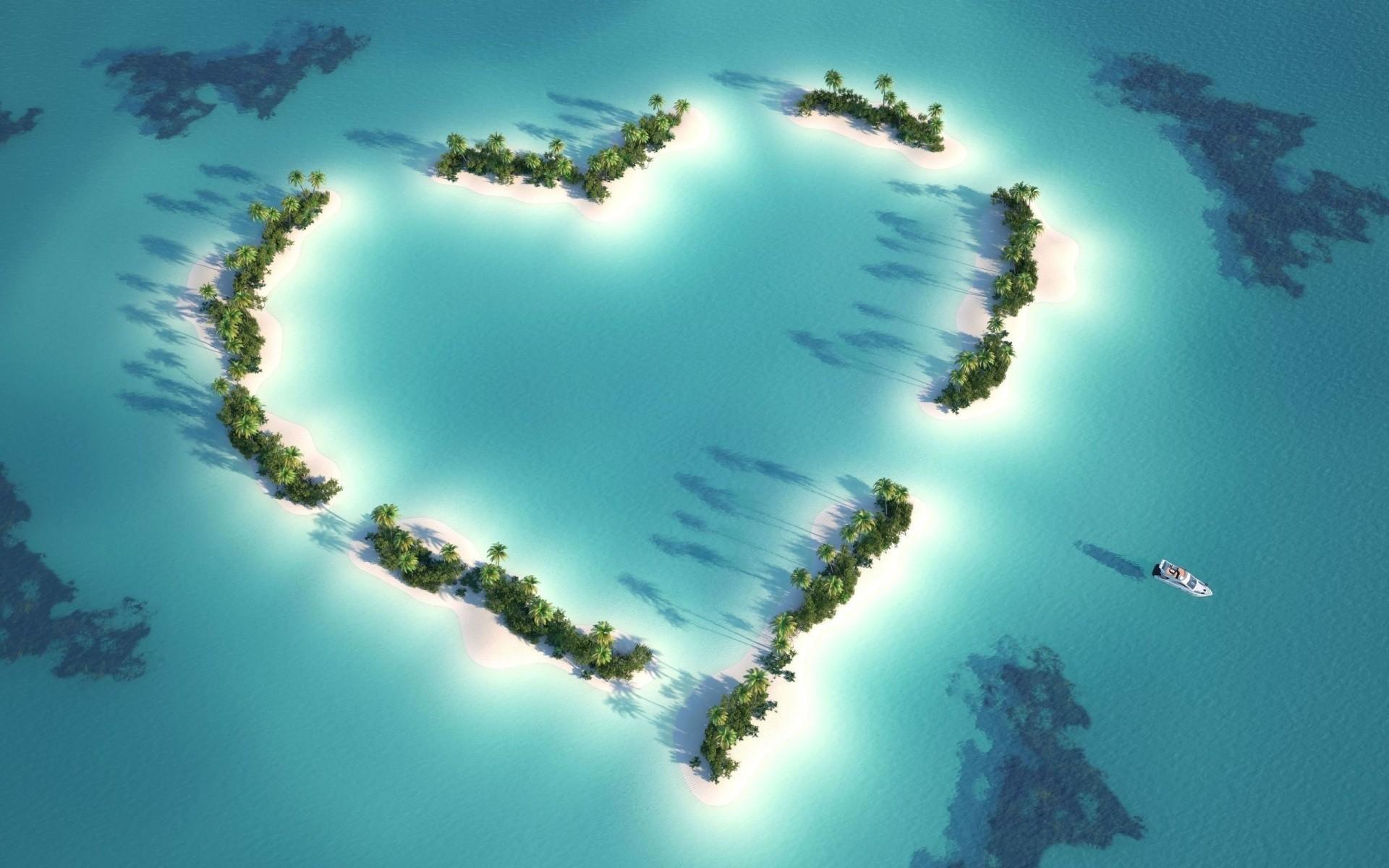 приезду фото остров в виде сердца груди парня цепь