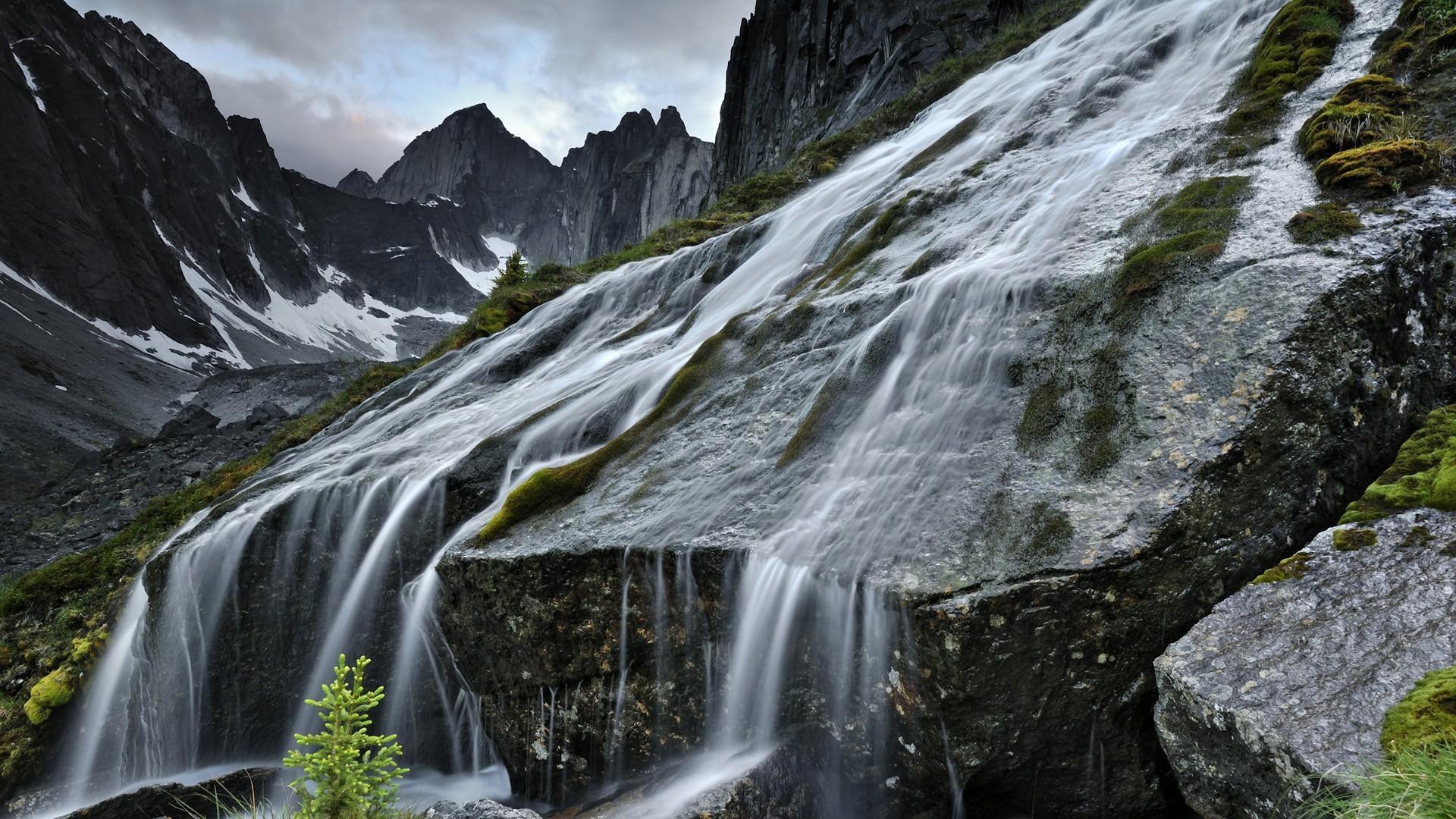 картинка на рабочий стол горы с водопадом