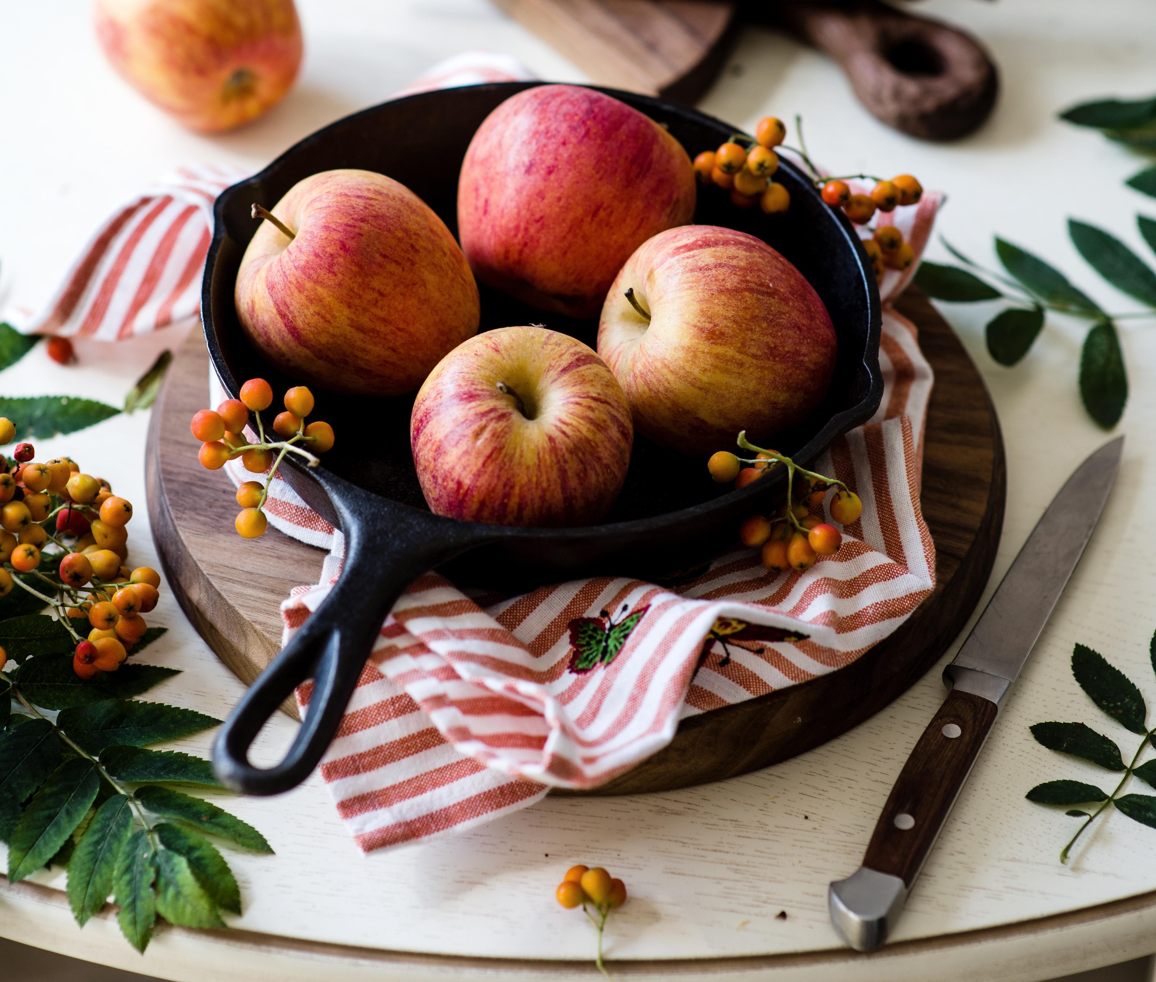 картинки яблоки на столе наступающий