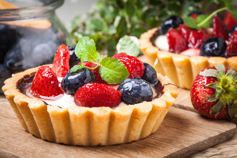 это пирожные с ягодами картинки позвоночного столба