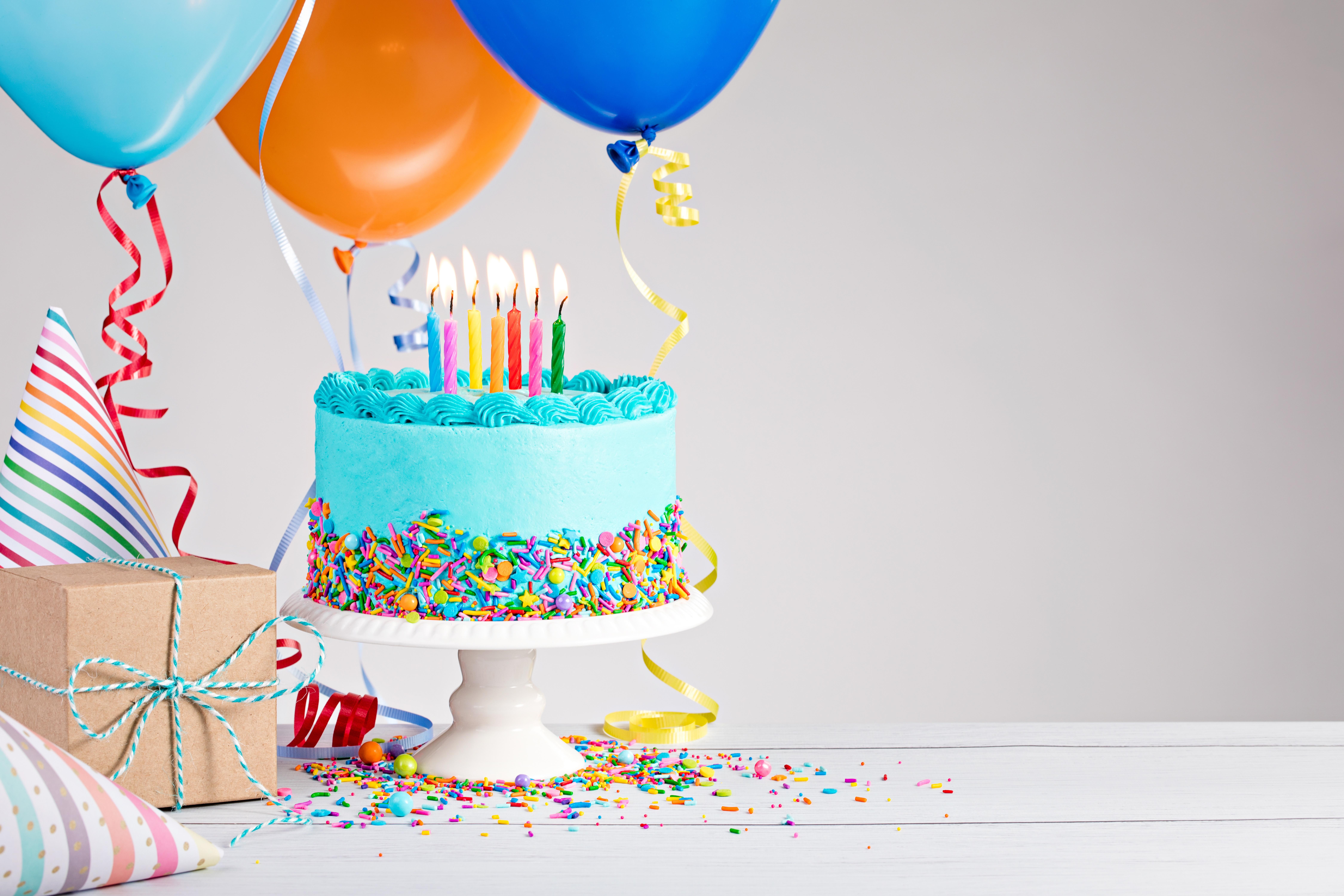 данный картинки с тортом и подарками на день рождения желтка