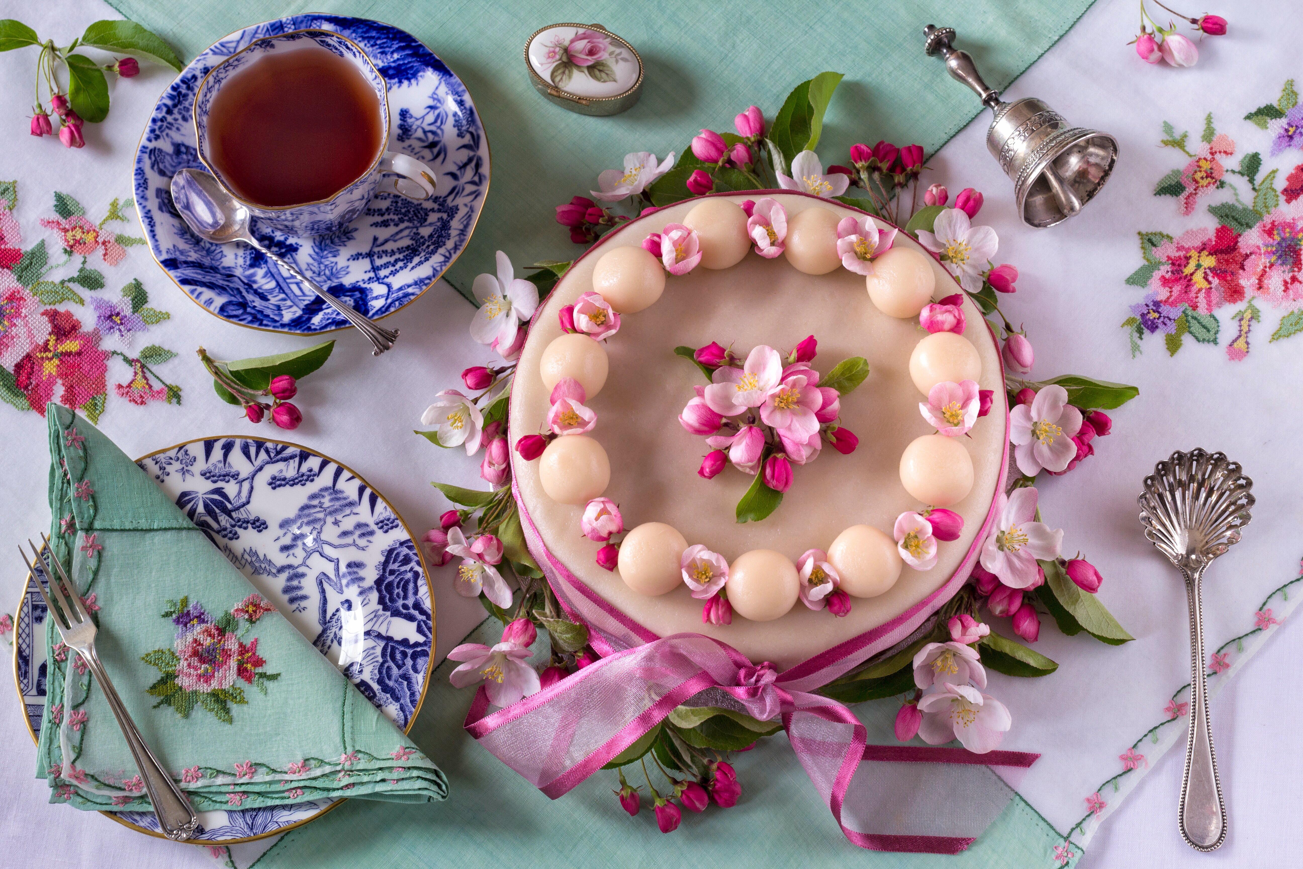 Картинки чай с тортиком на столе