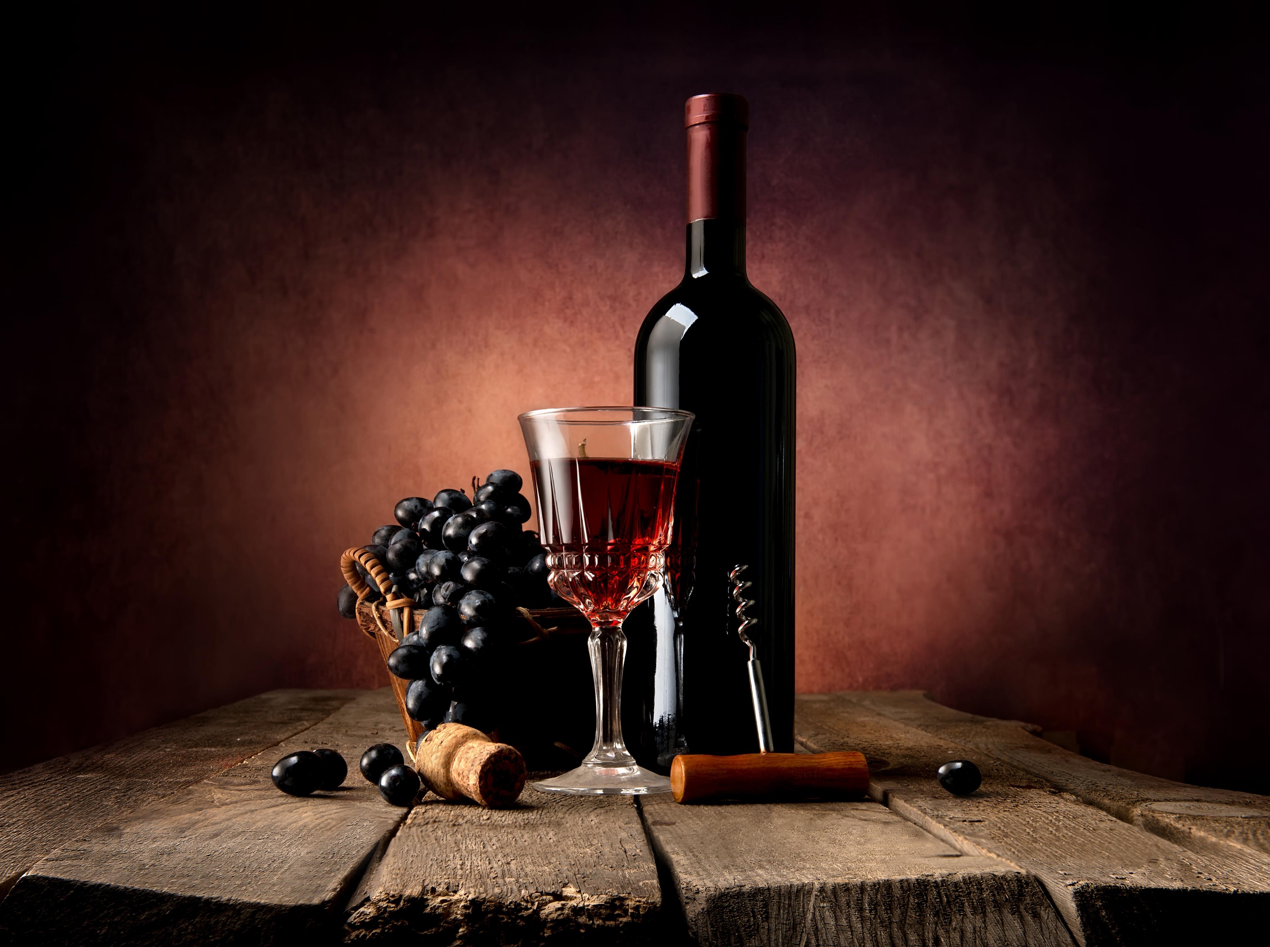 Картинки бокал вина на столе, ягода
