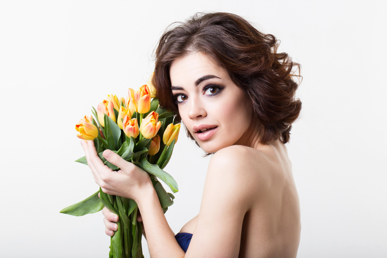 Девушка с тюльпанами картинки