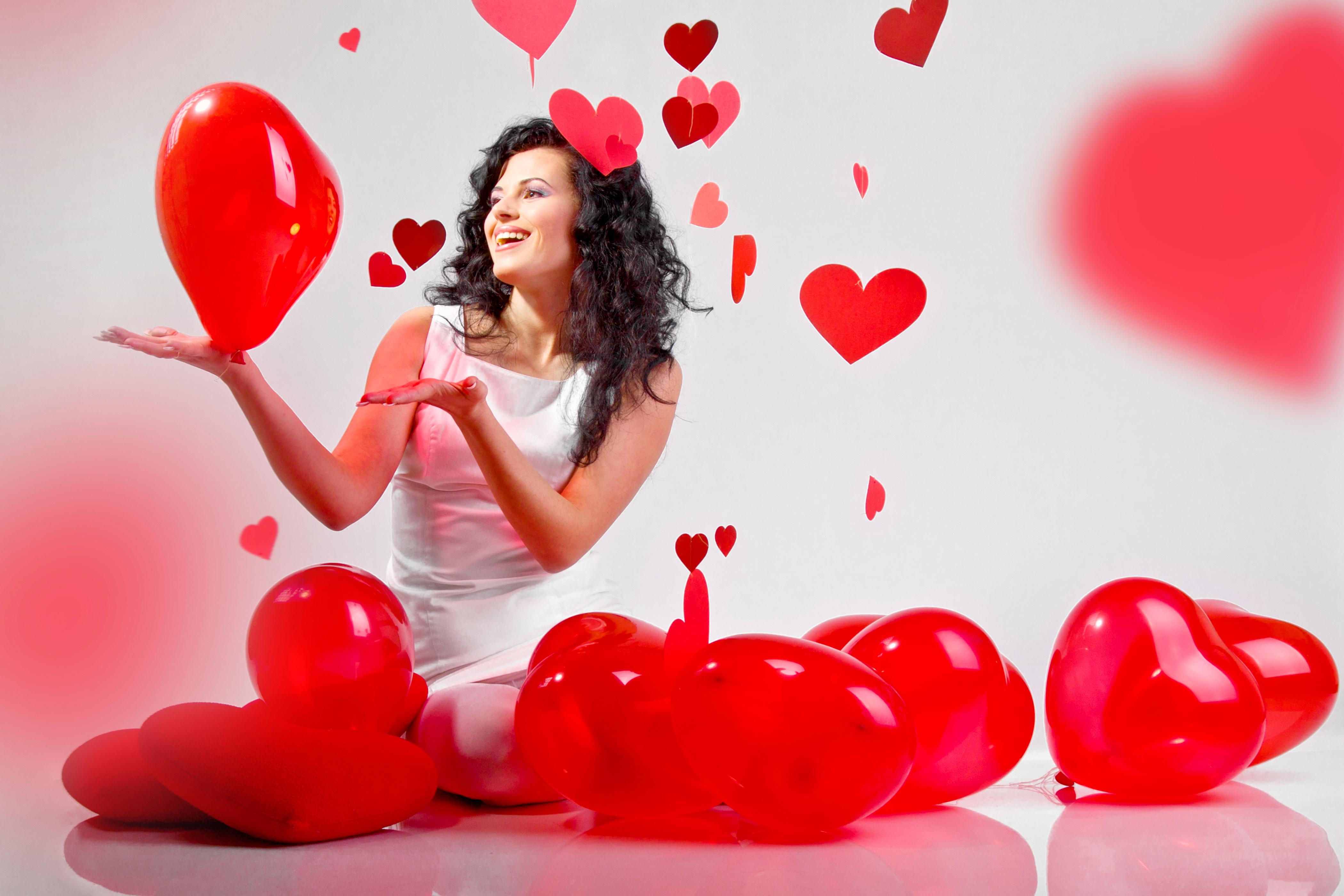 Классная, открытки девушка и сердце