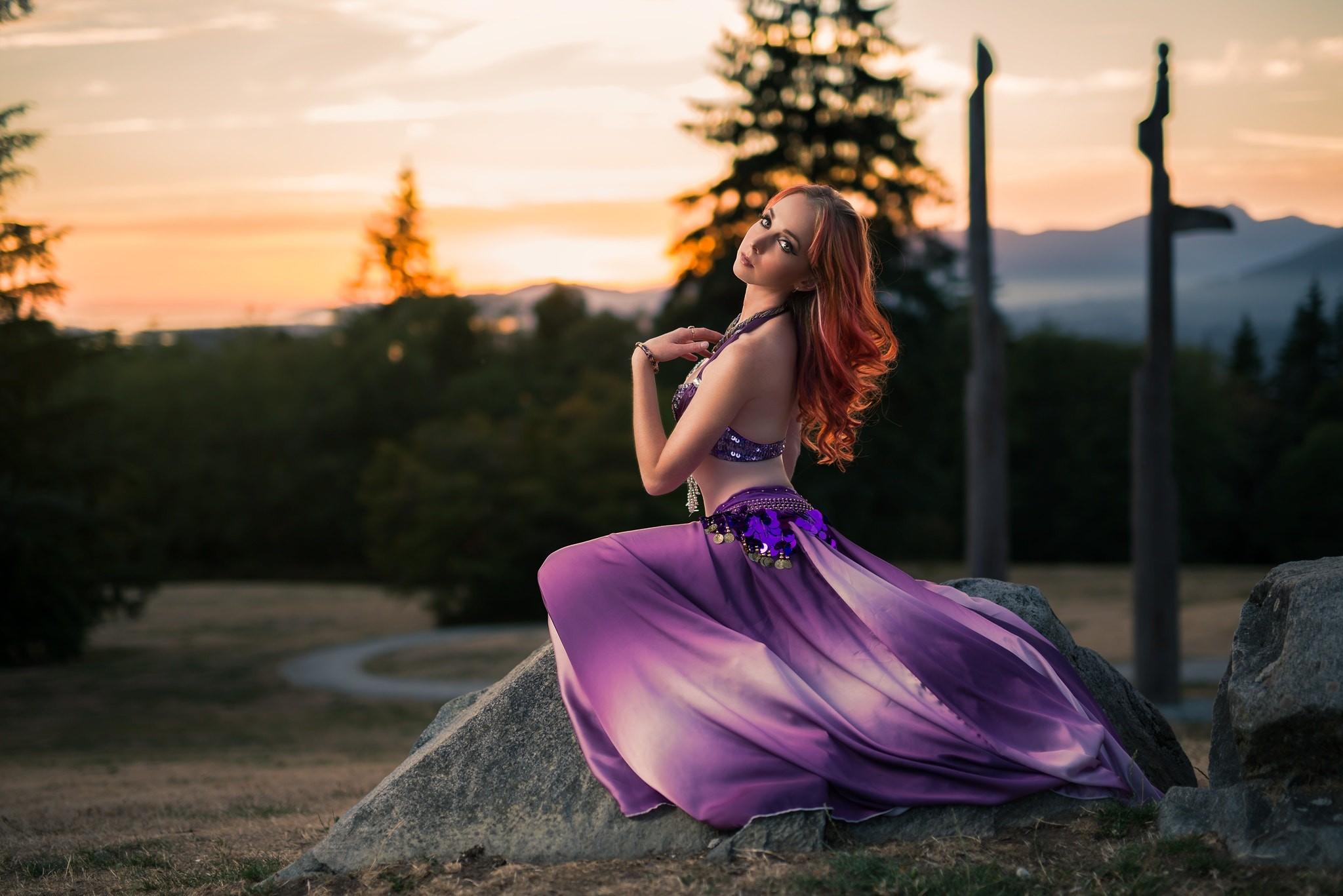 Девушка в фиолетовом фото сисястых
