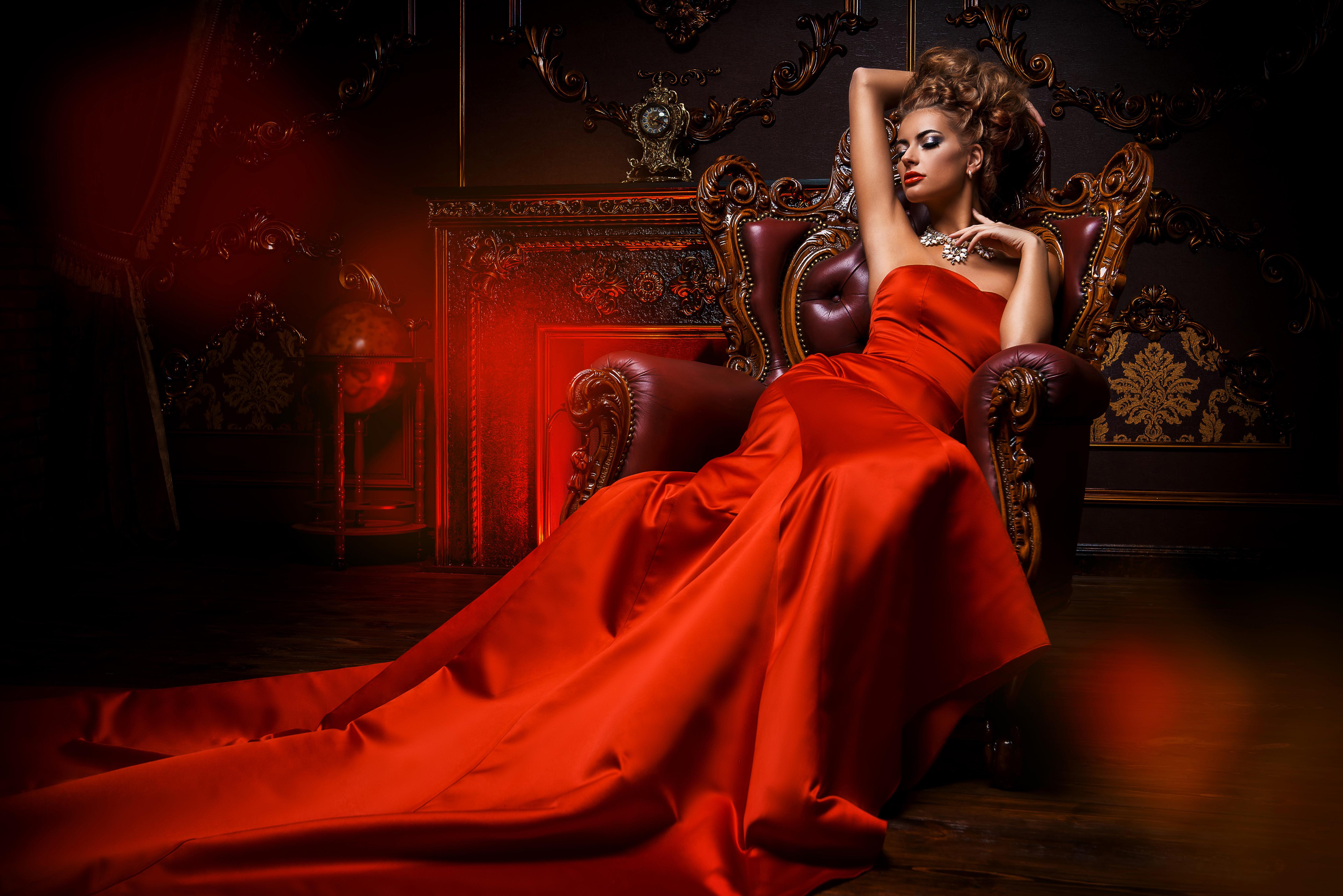 вас интересует видео девушка в красном платье позу, которой