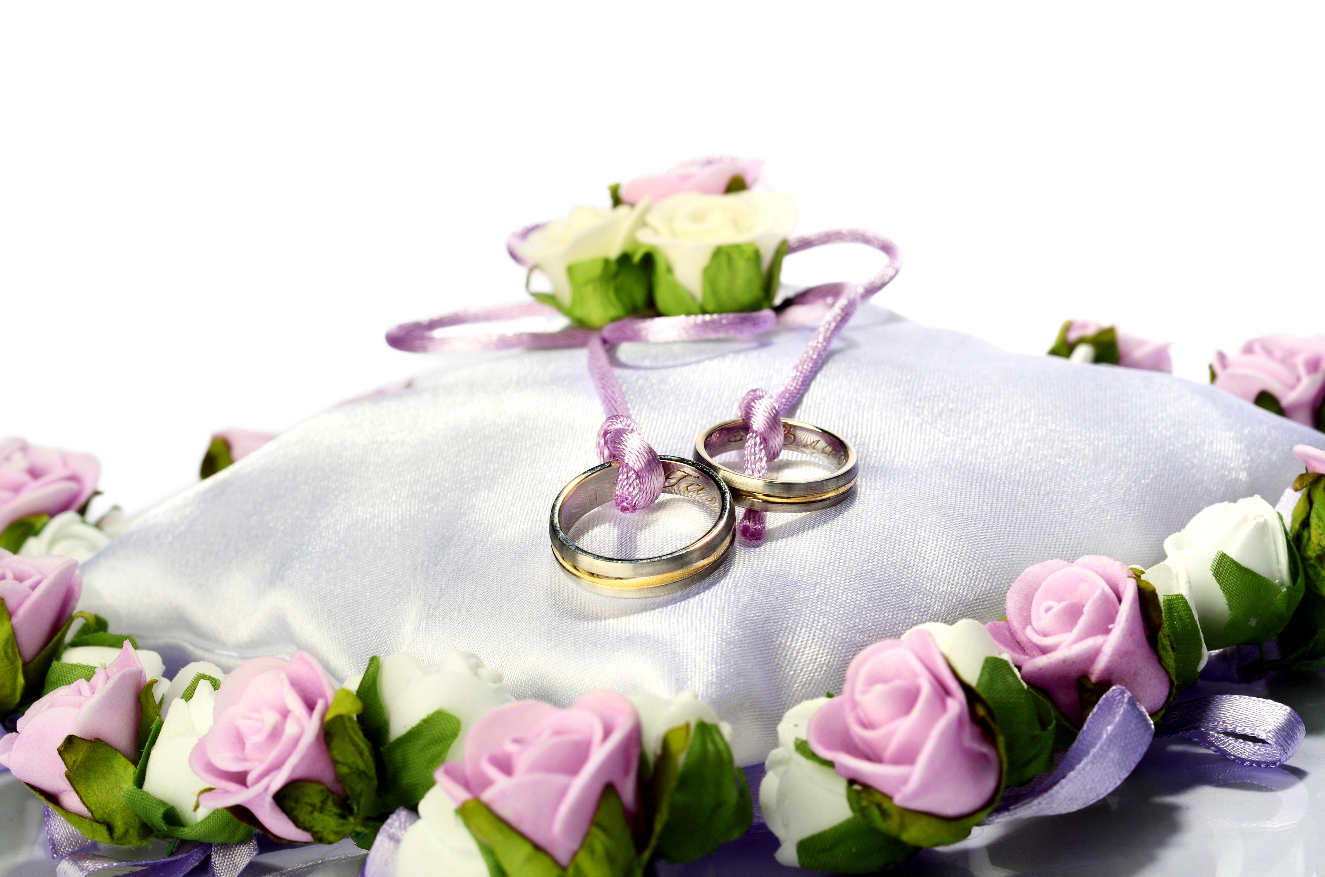 Фото с кольцами и цветами