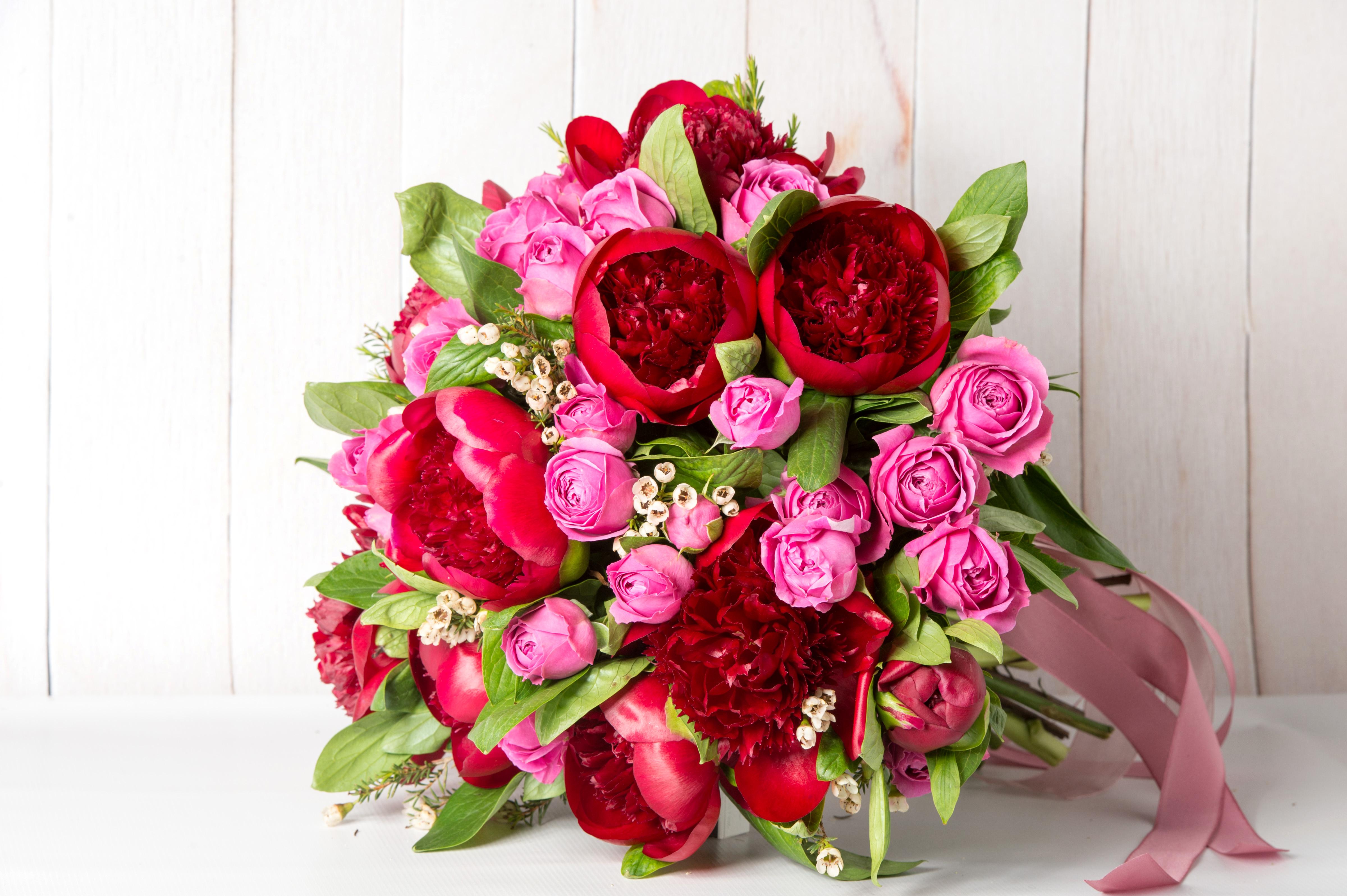 красивые картинки с букетами из красных цветов спальной