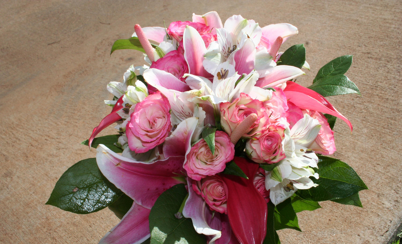 памятниках лилии с розами букет фото того