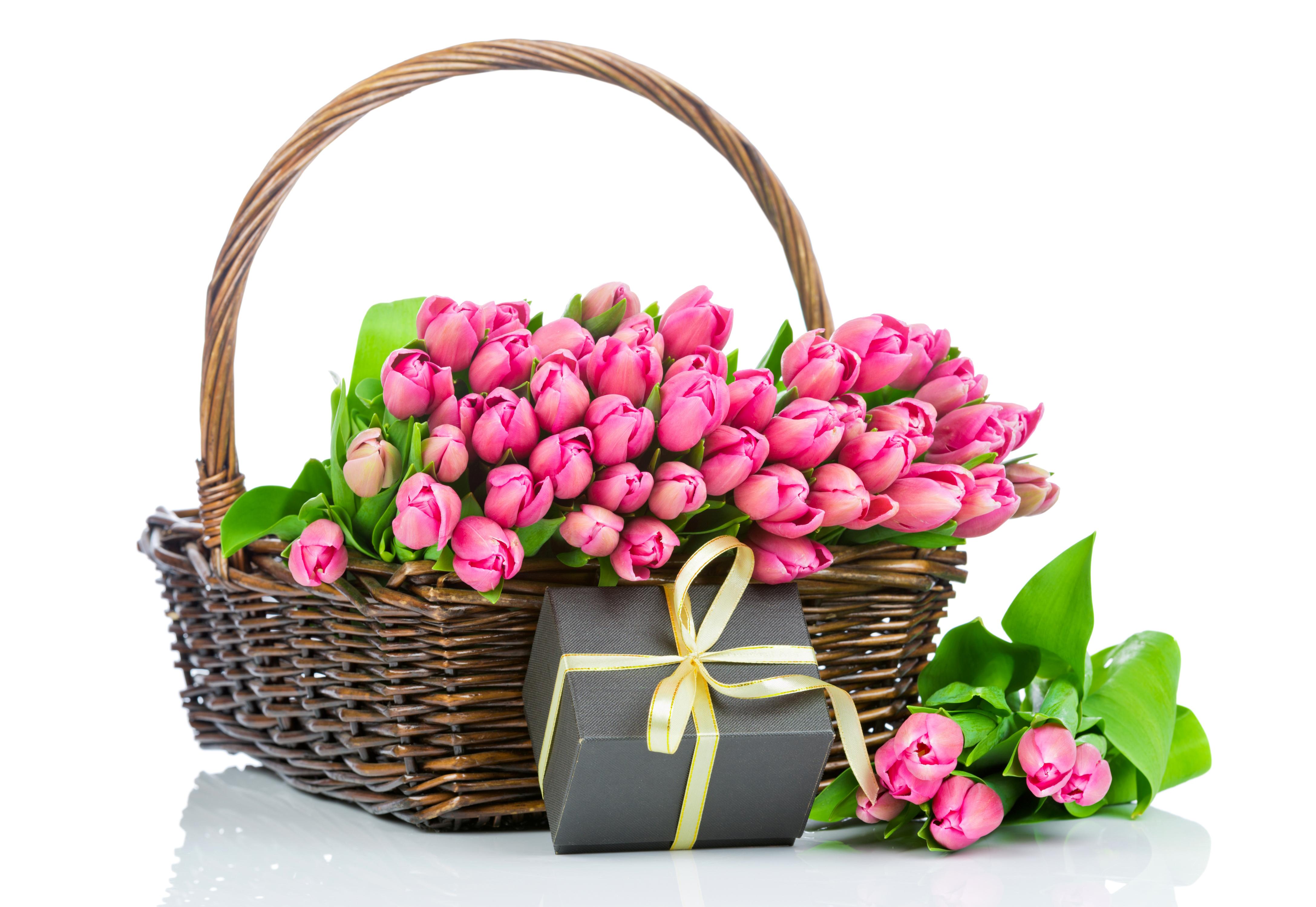 Открытка корзина с тюльпанами, надписью