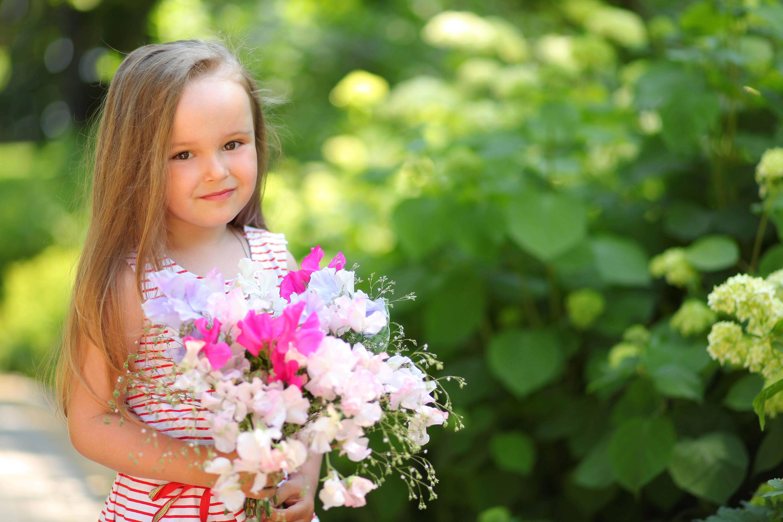 Малыши с цветами картинки букеты