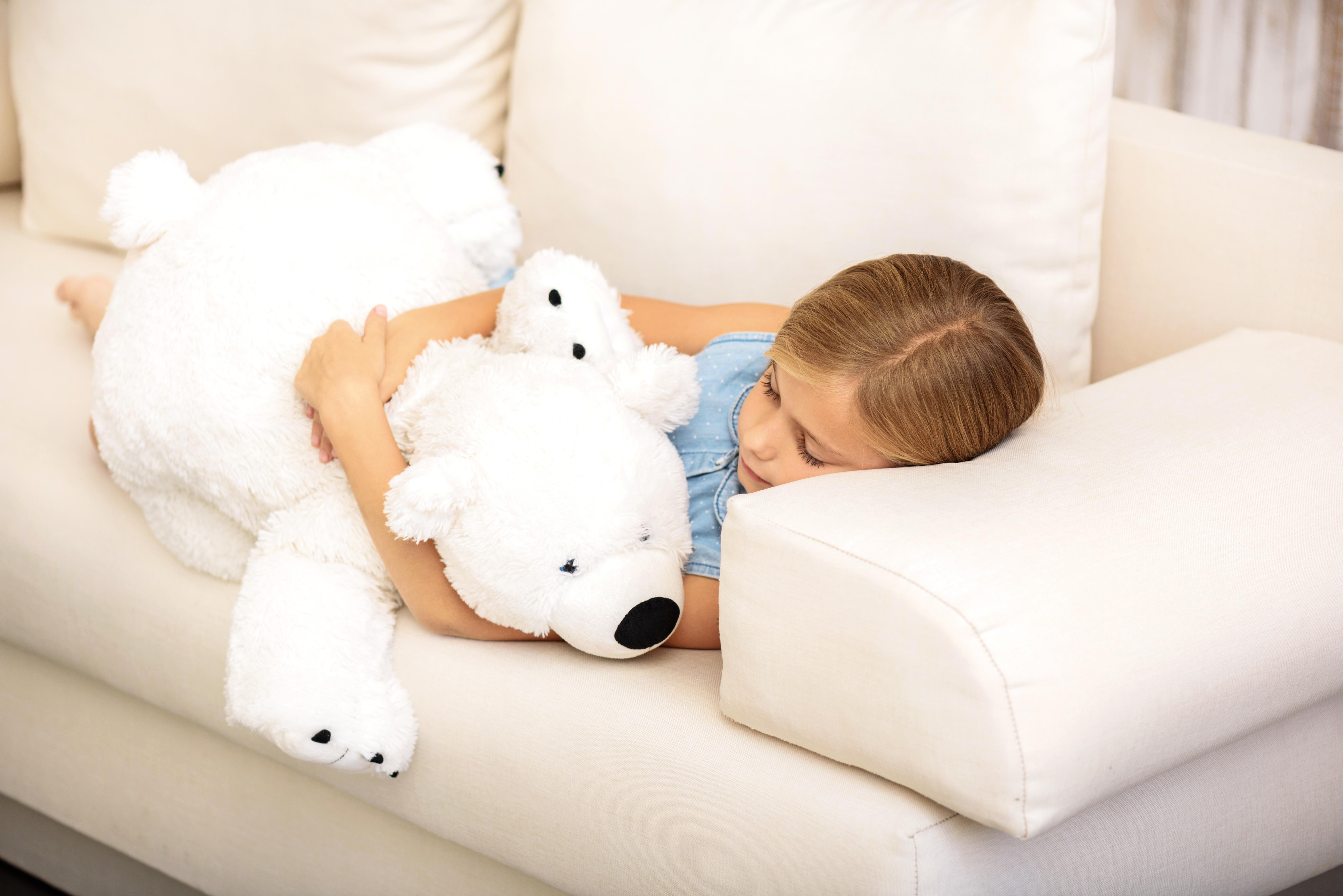 Картинки девочка с мишкой спит