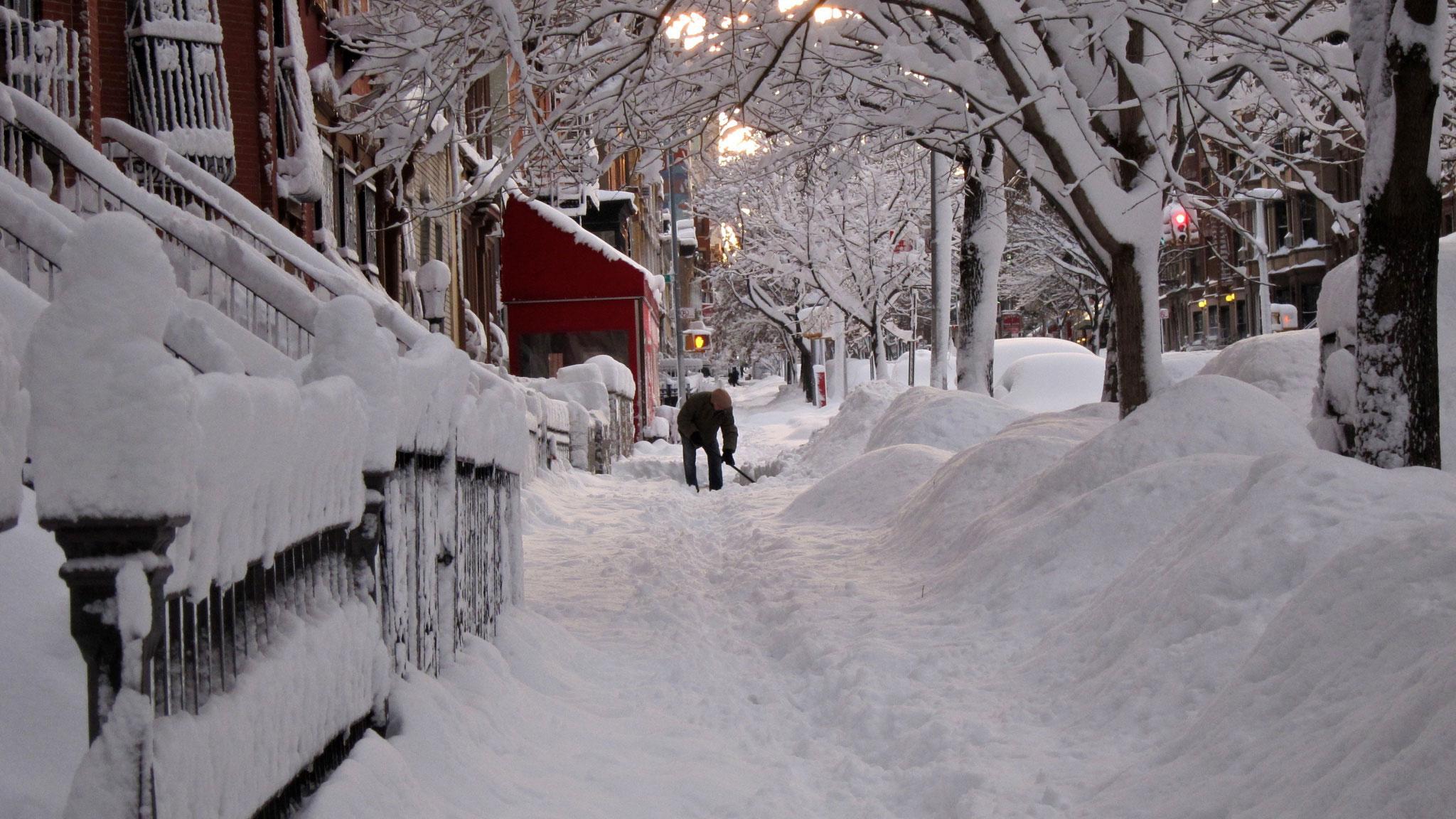 Все картинки зимы в городе нашла магазине