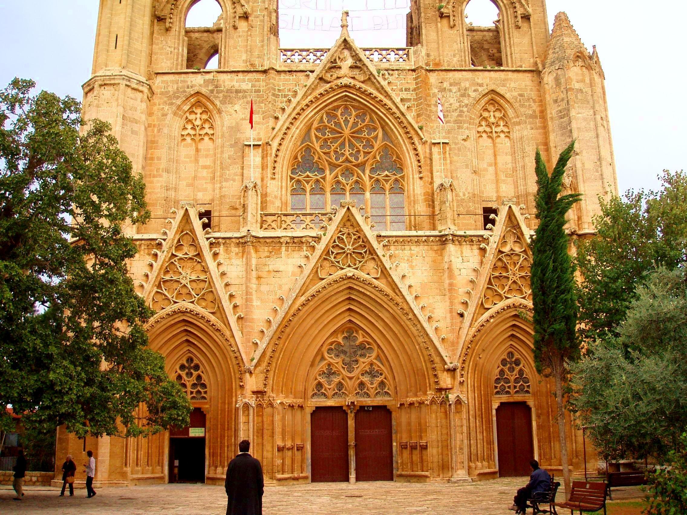 золотой кипр собор святого николая фото черный