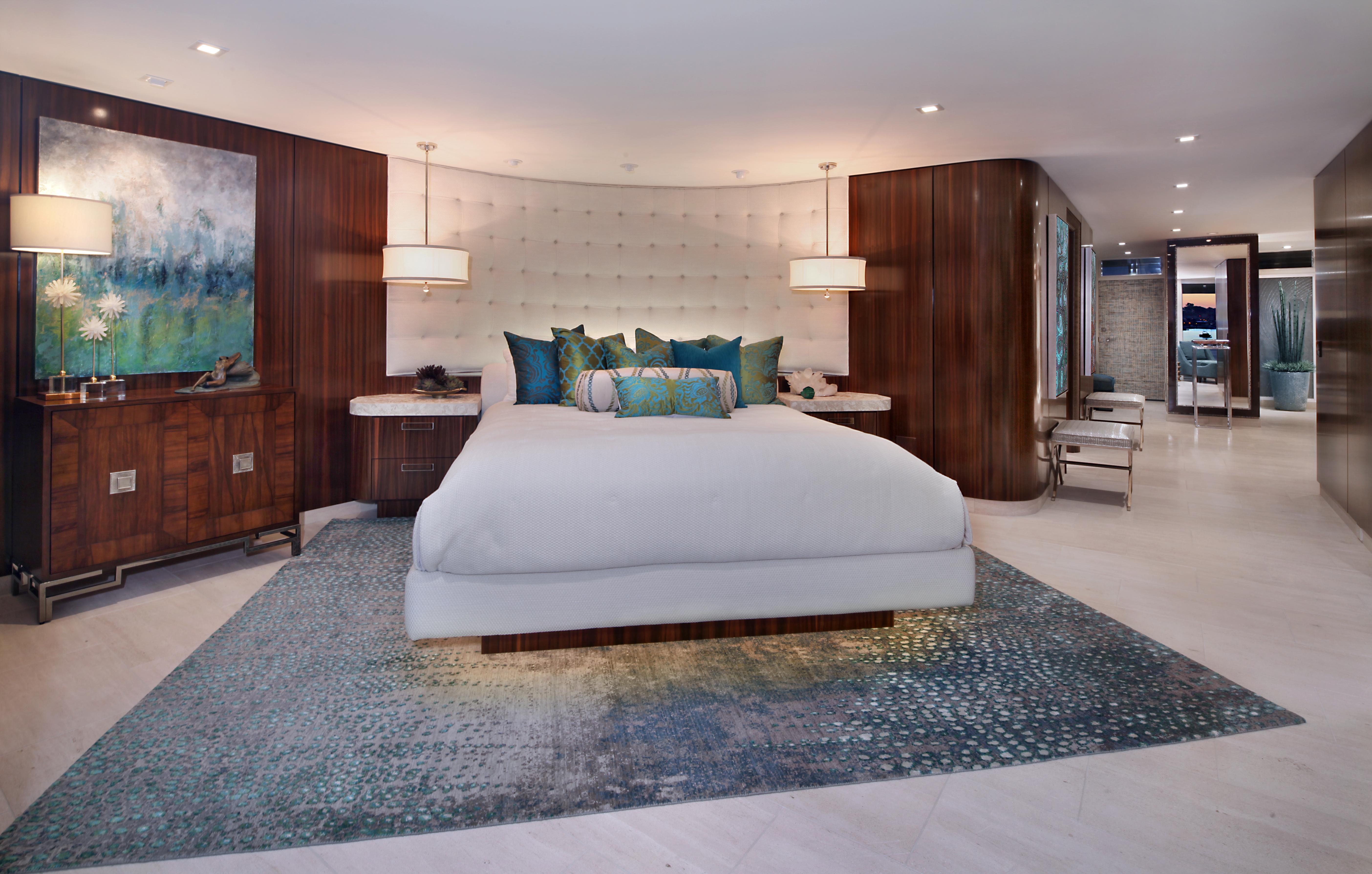 Картинки большая кровать в интерьере