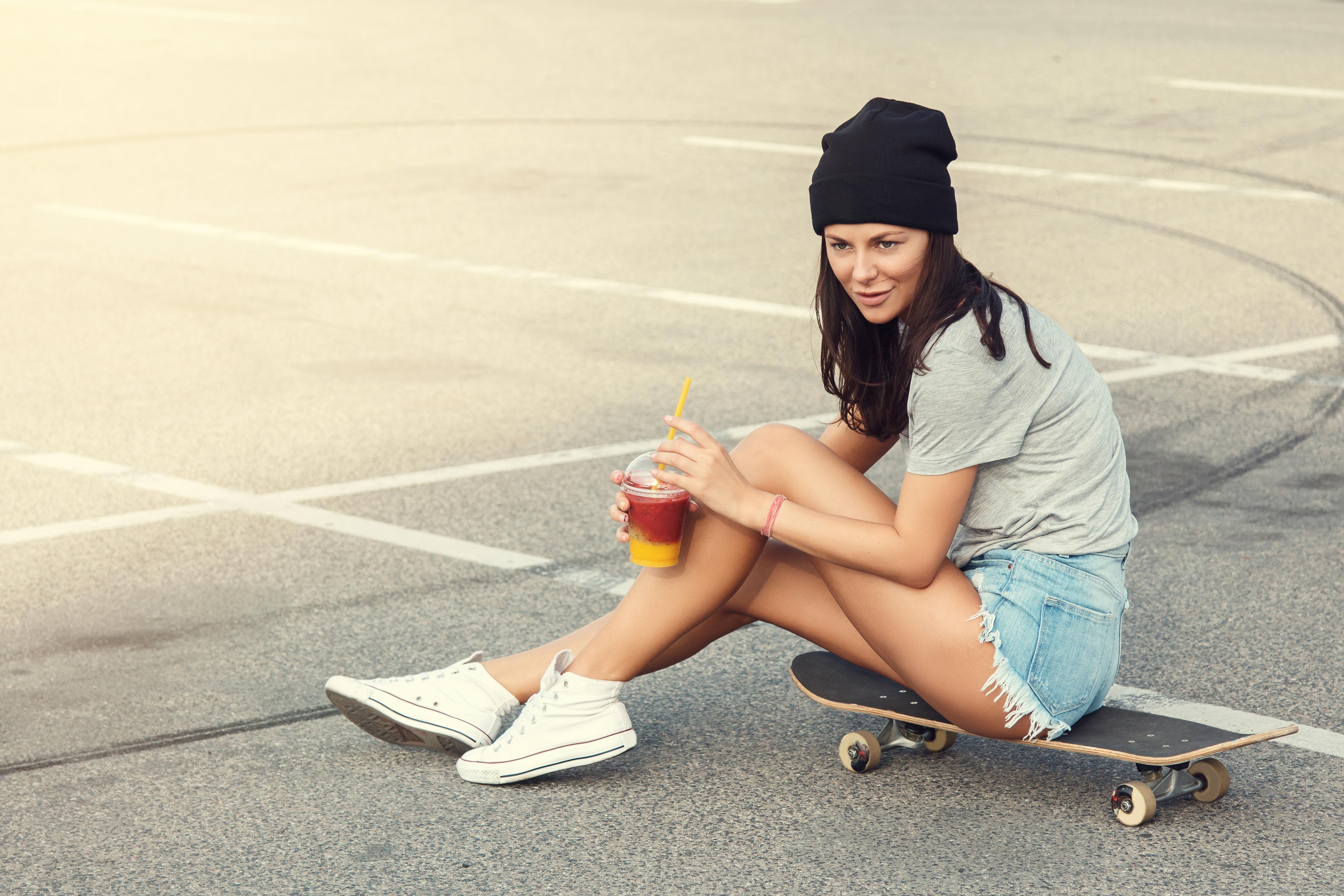 Девушка на скейте картинки