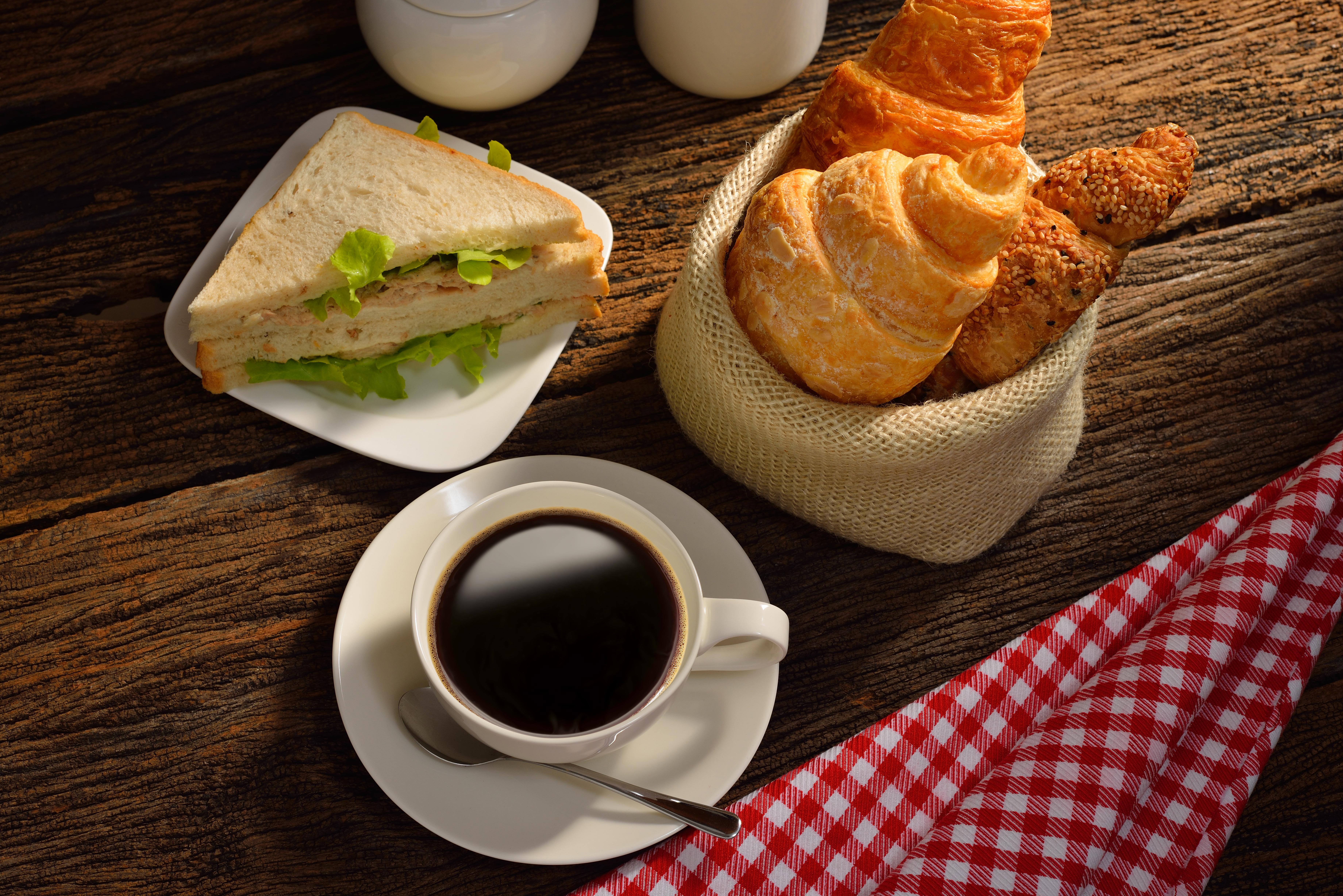 картинки легкого ужина с кофе и булочками был наемным работником
