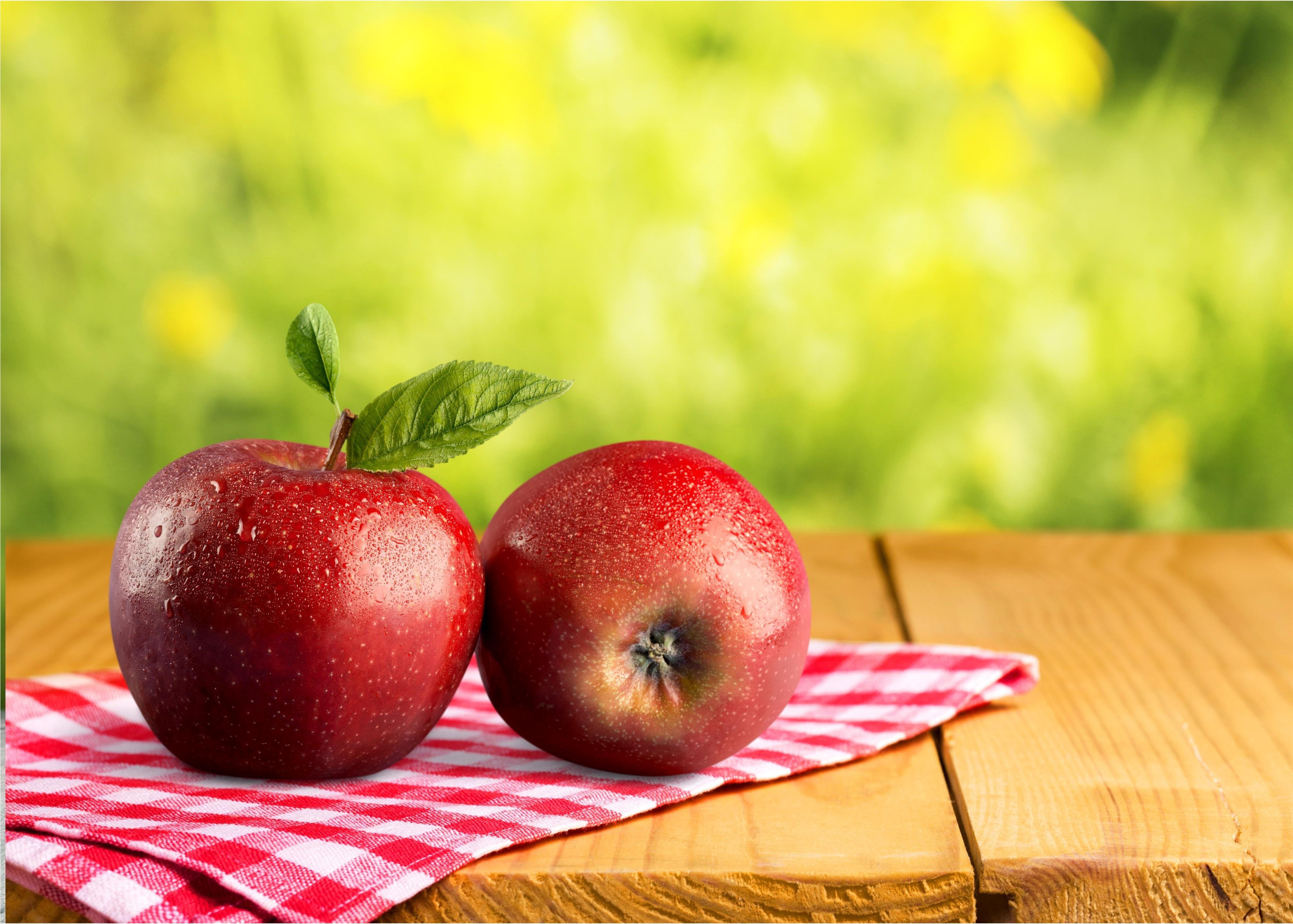картинки яблоки на столе поздравительные