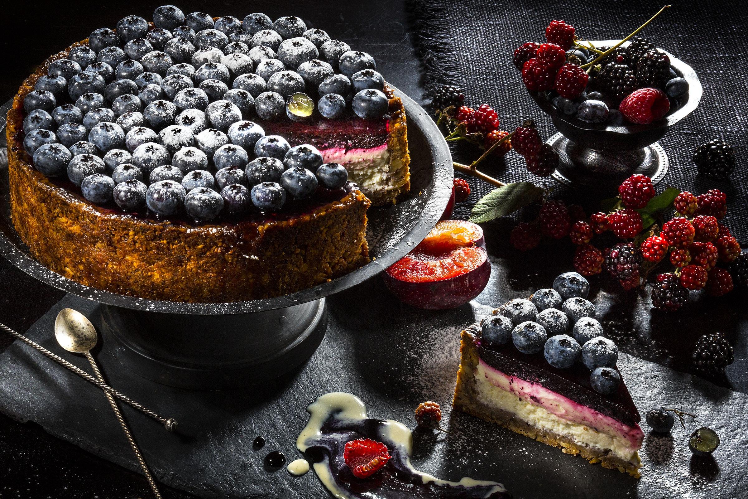 Открытки днем, картинки десерты на темном фоне