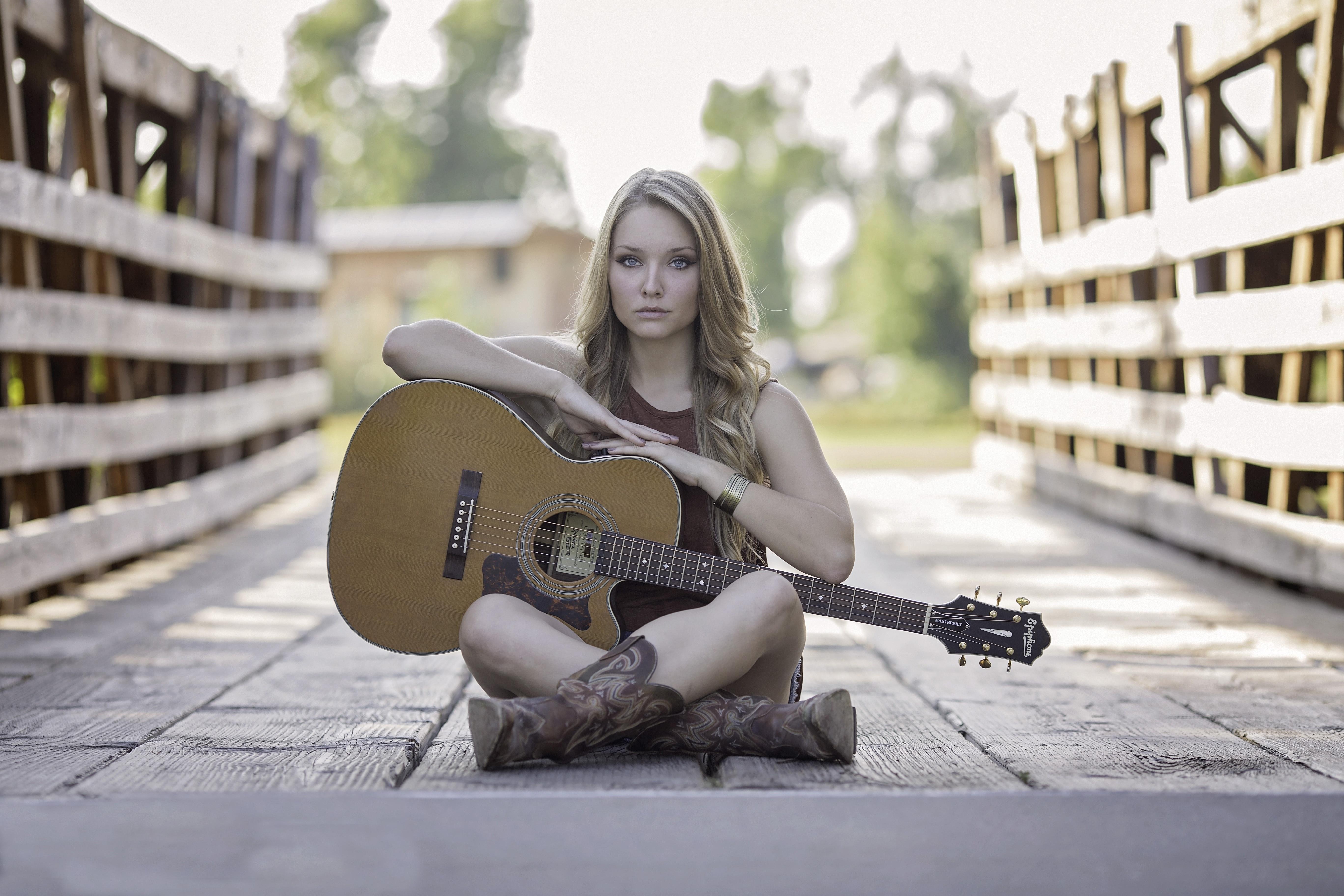 Девочка с гитарой картинки