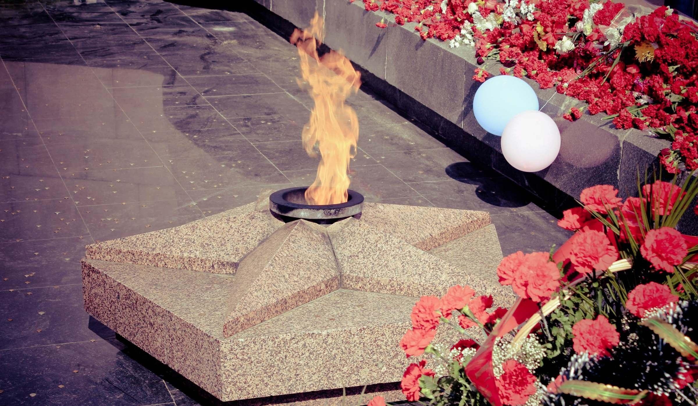С днем победы картинки вечный огонь и вода