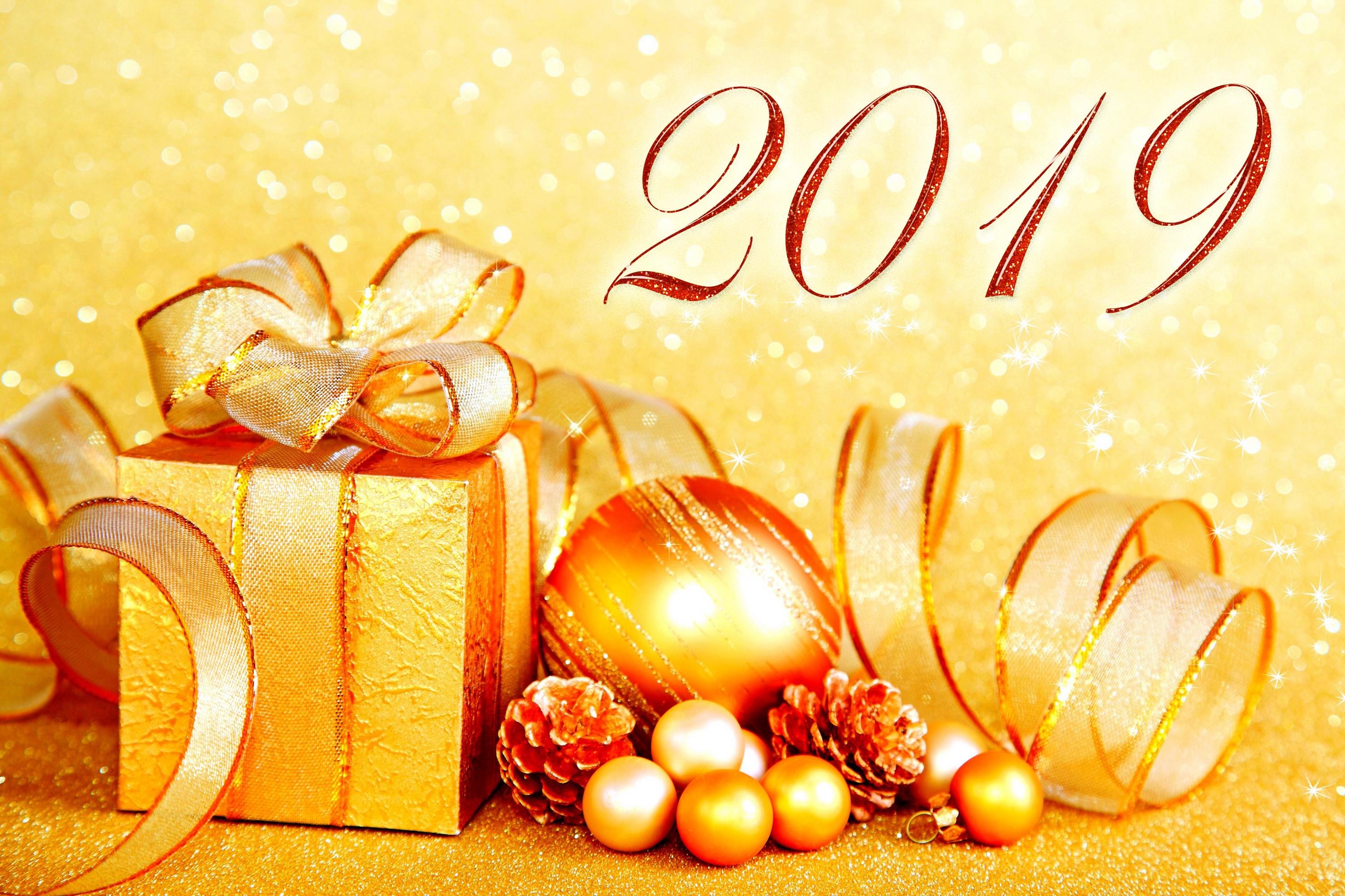 Открытка новогодняя с подарком