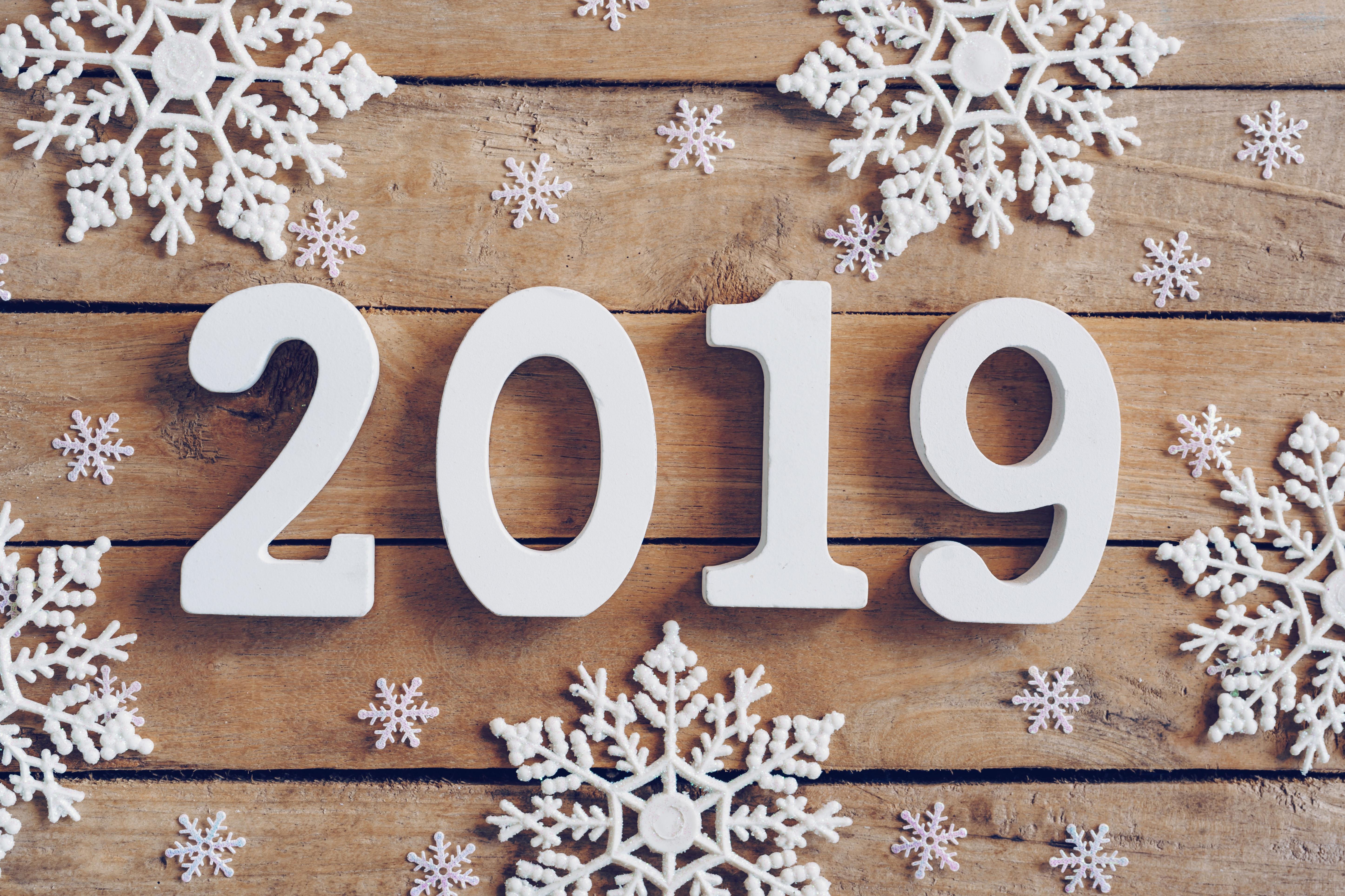 Зимняя картинка с надписью с новым годом 2019
