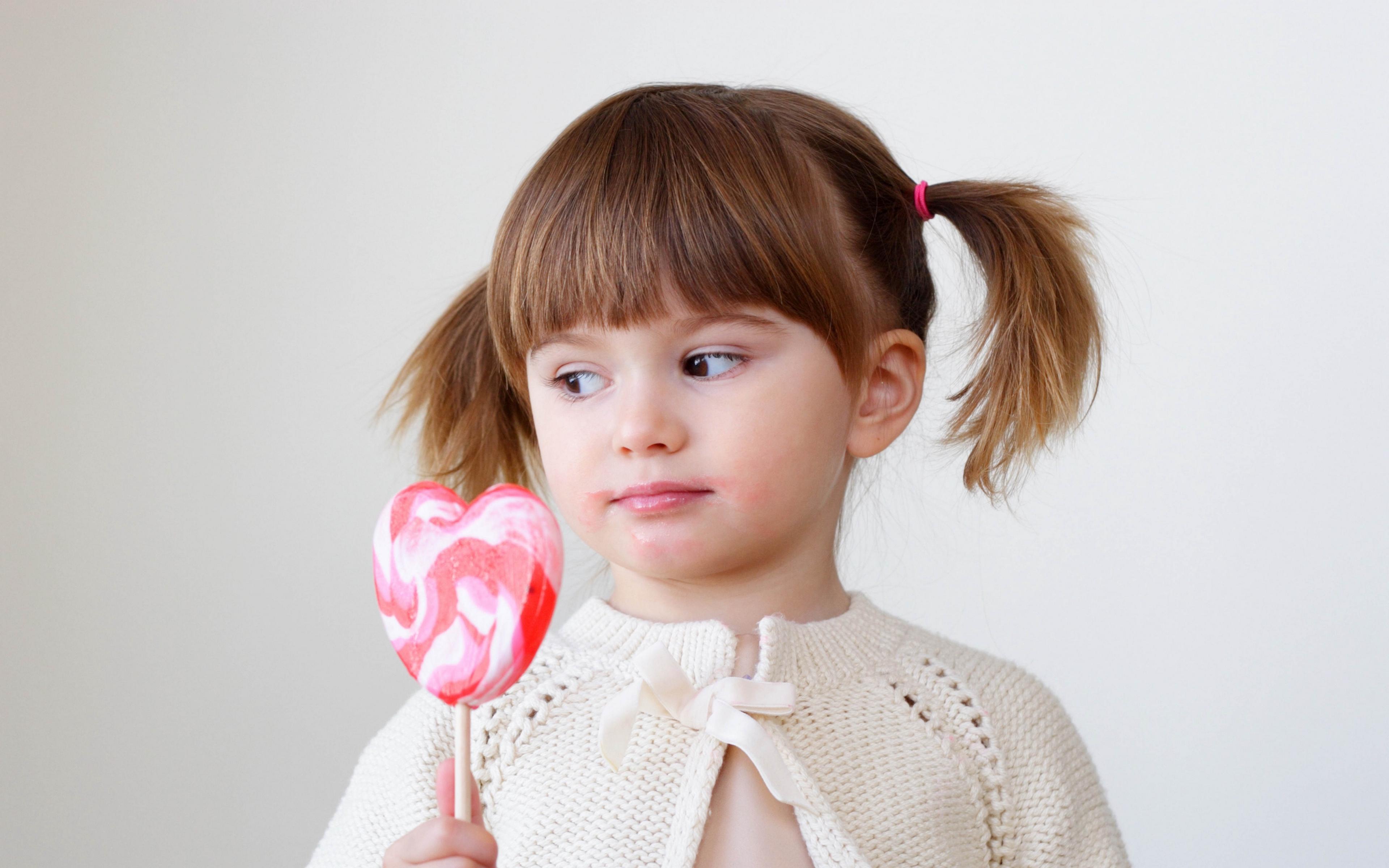 Картинки дети с конфетами, открытки днем рождения