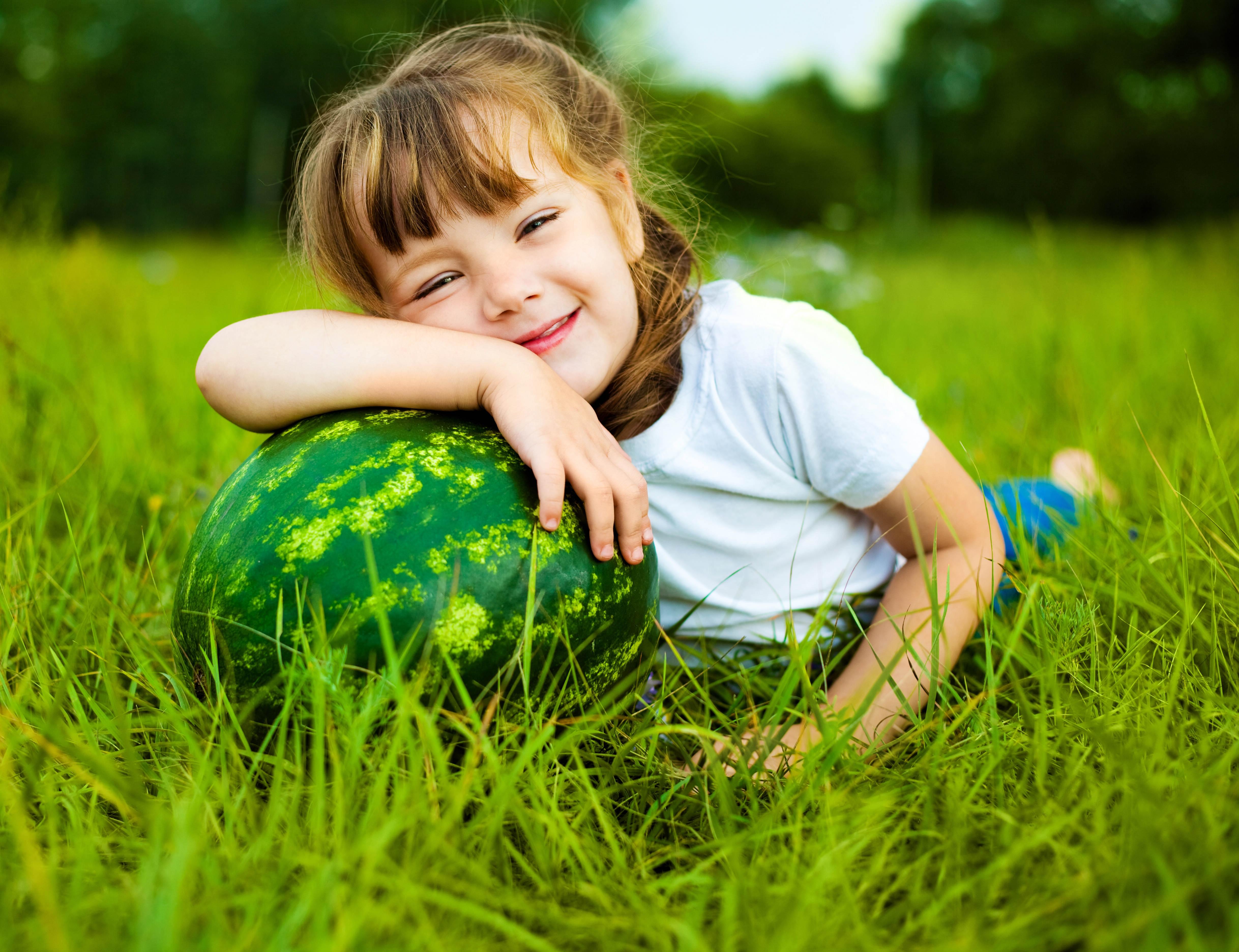 красивые фото с детьми на траве целом, остров