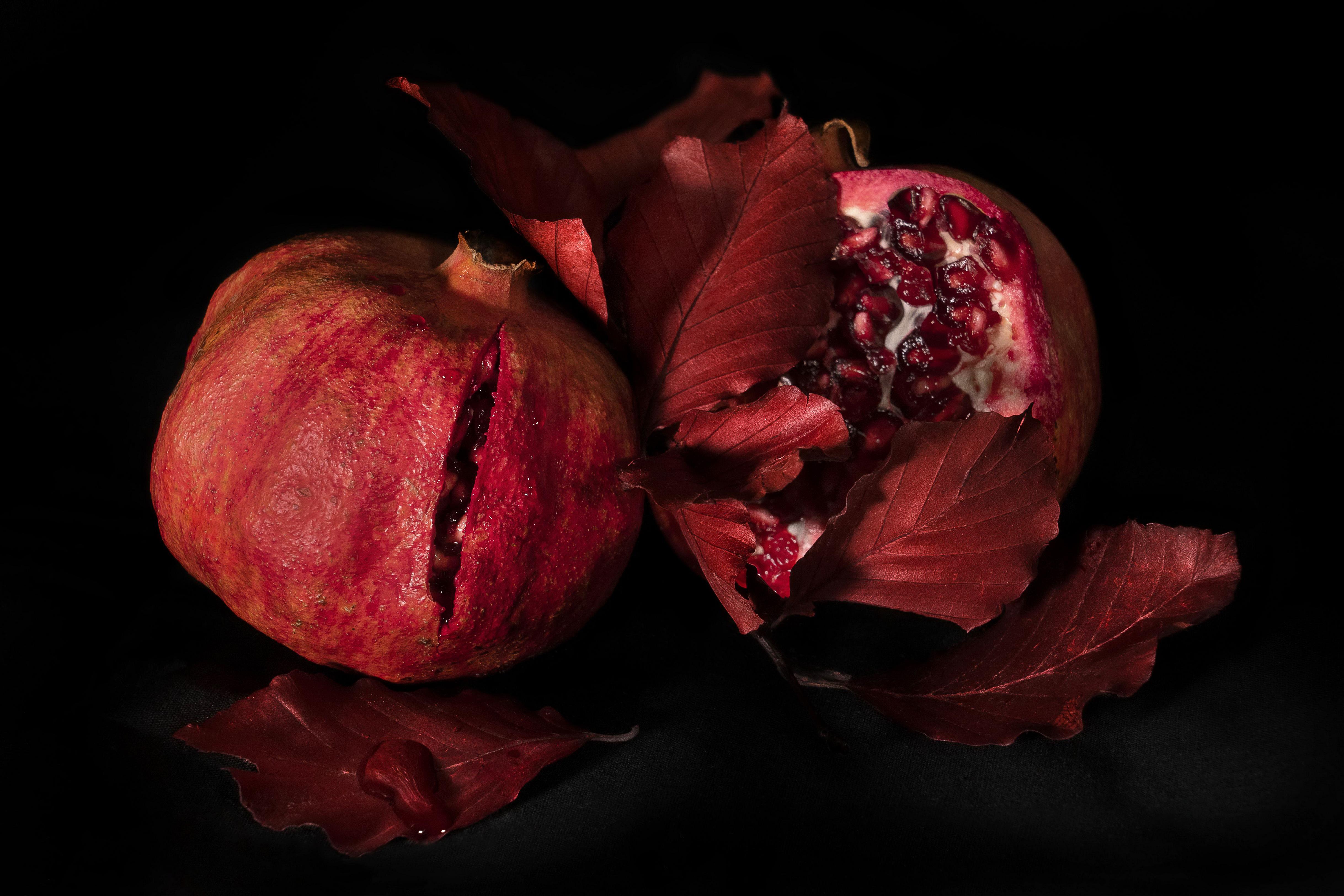 картинки красные фрукты на черном фоне только гамаюнов его