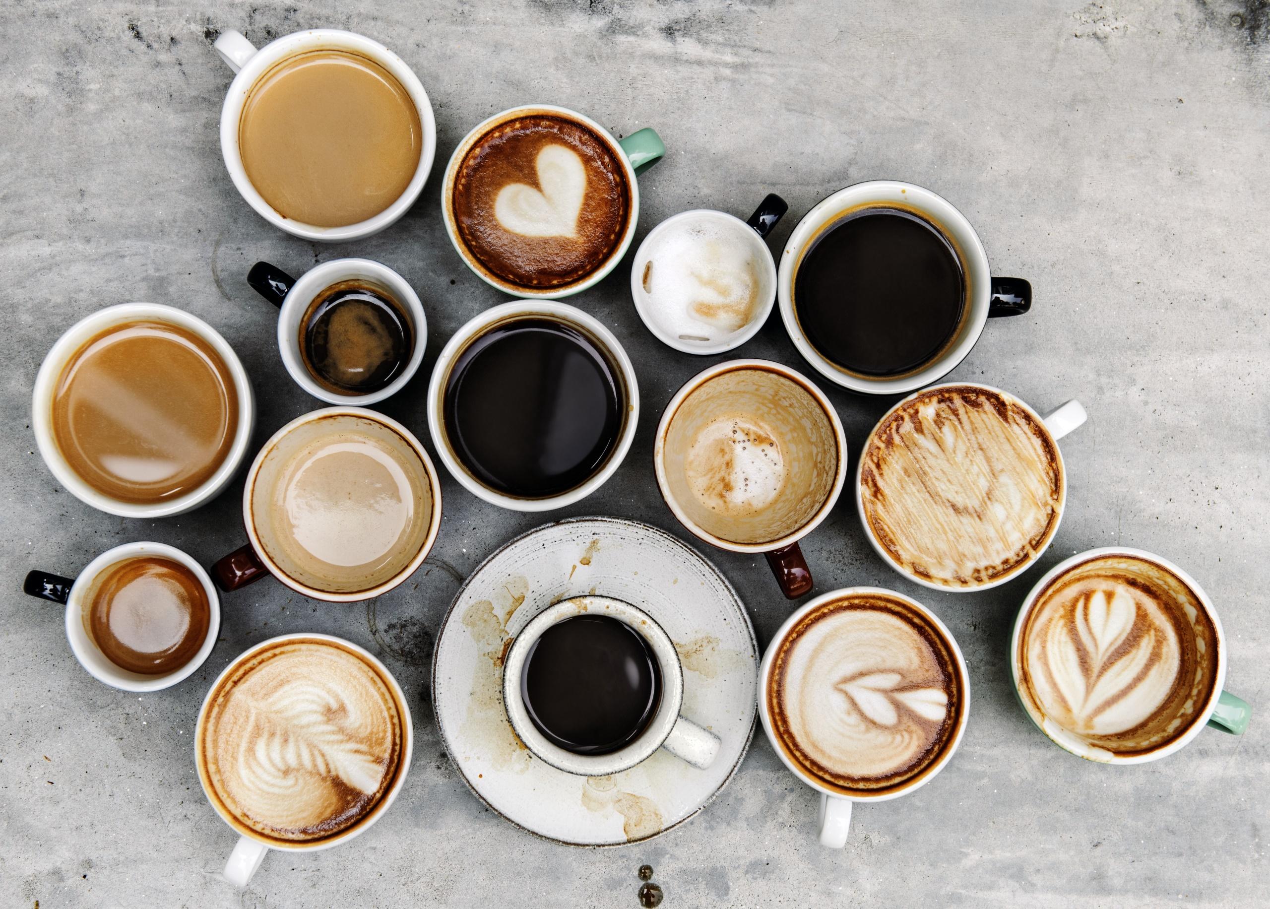 оживленной беседой много чашек кофе фото это