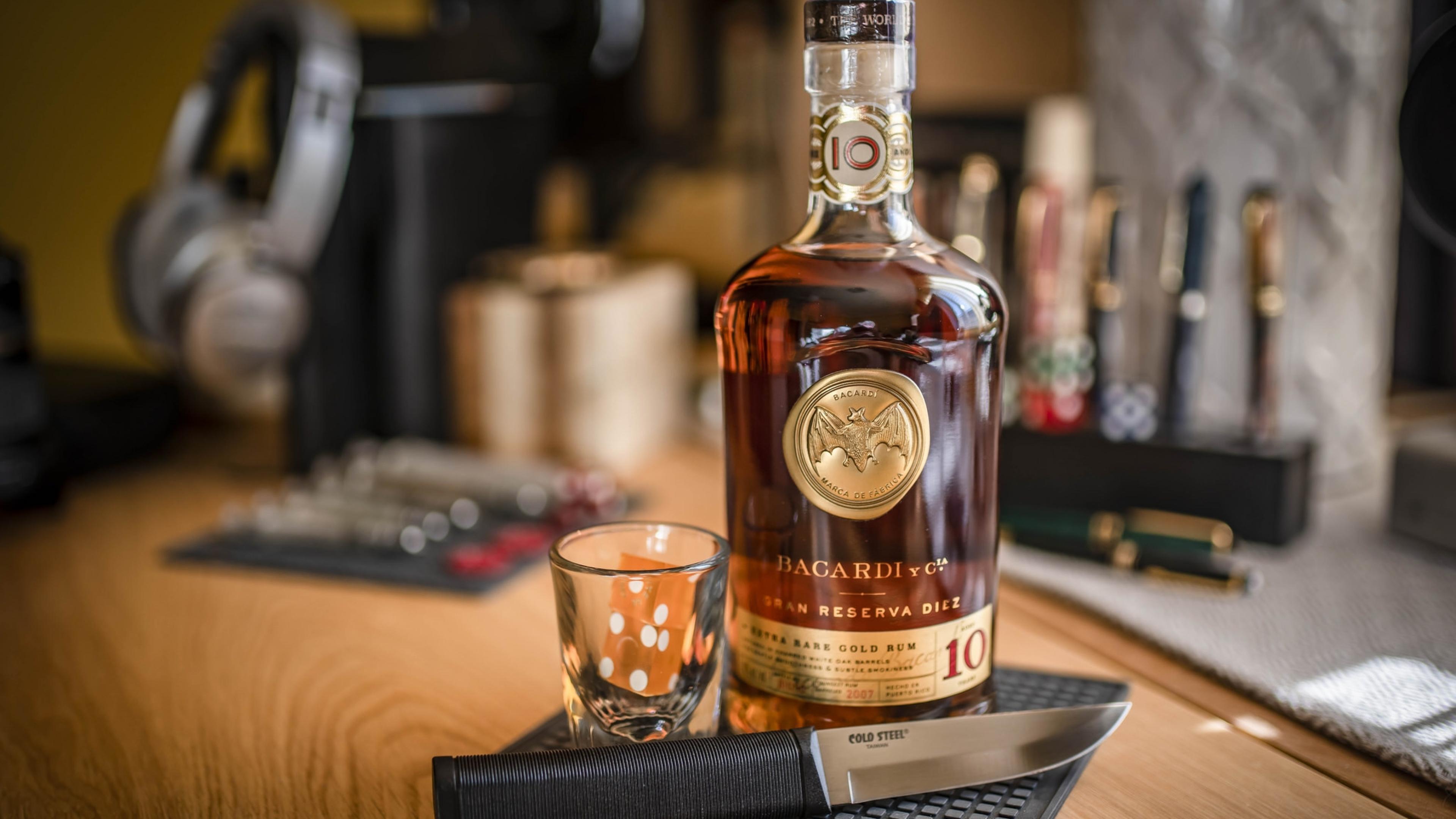 Картинка виски на столе